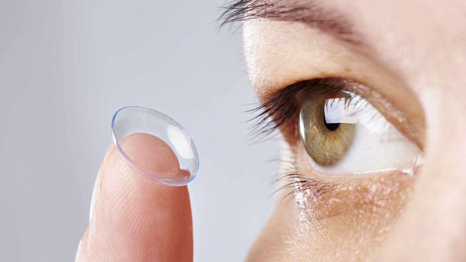Joga a lente de contato na privada? Hábito é ruim para meio ambiente