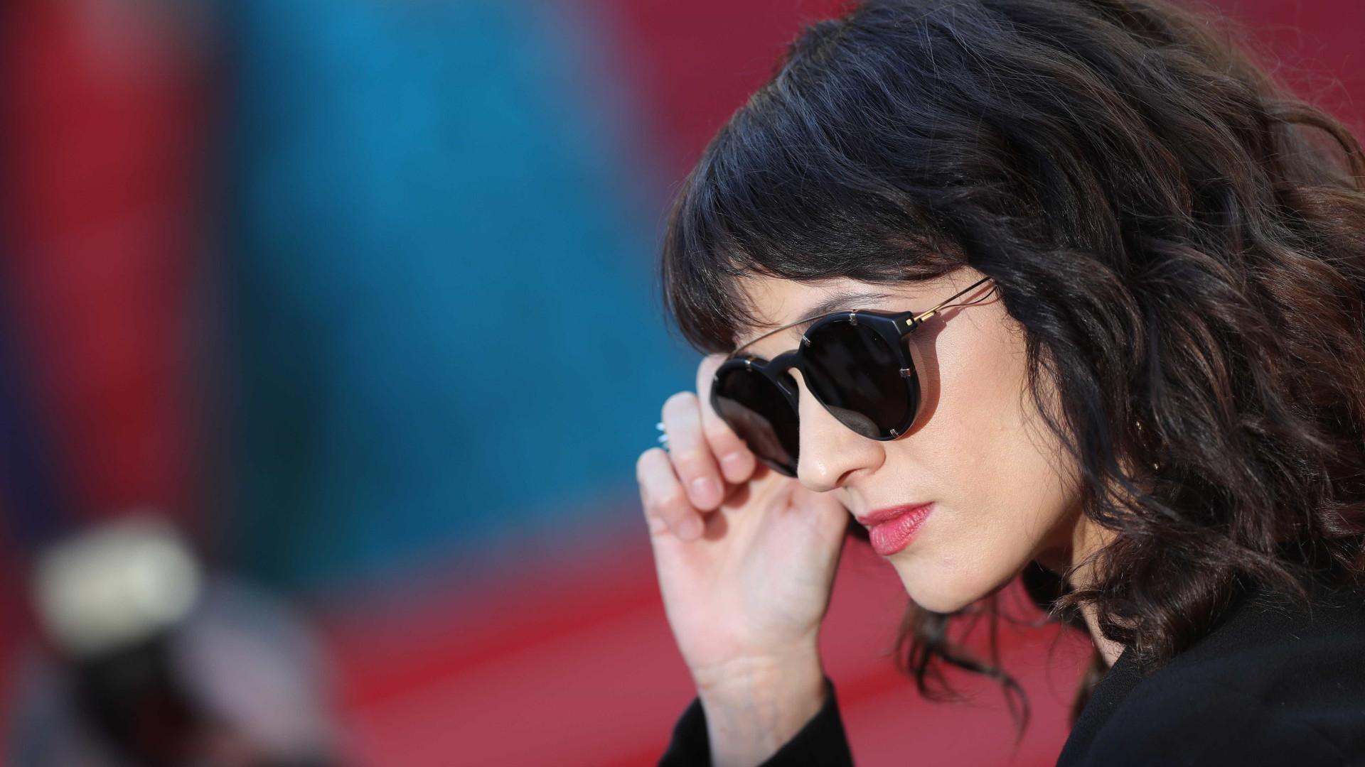 Site divulga foto íntima de Asia Argento com ator de 17 anos