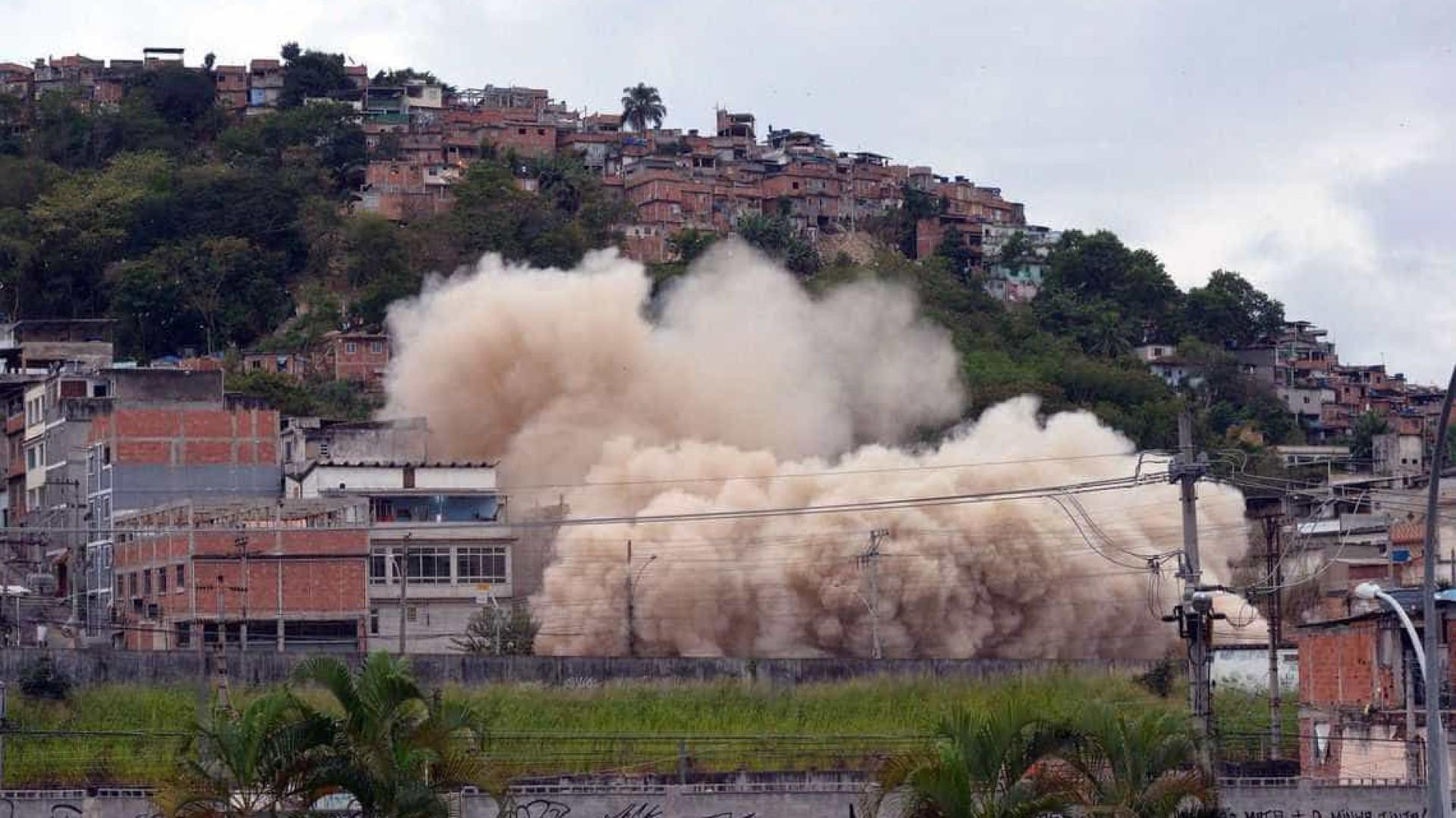 Prefeitura do Rio implode antigo prédio do Ministério da Fazenda