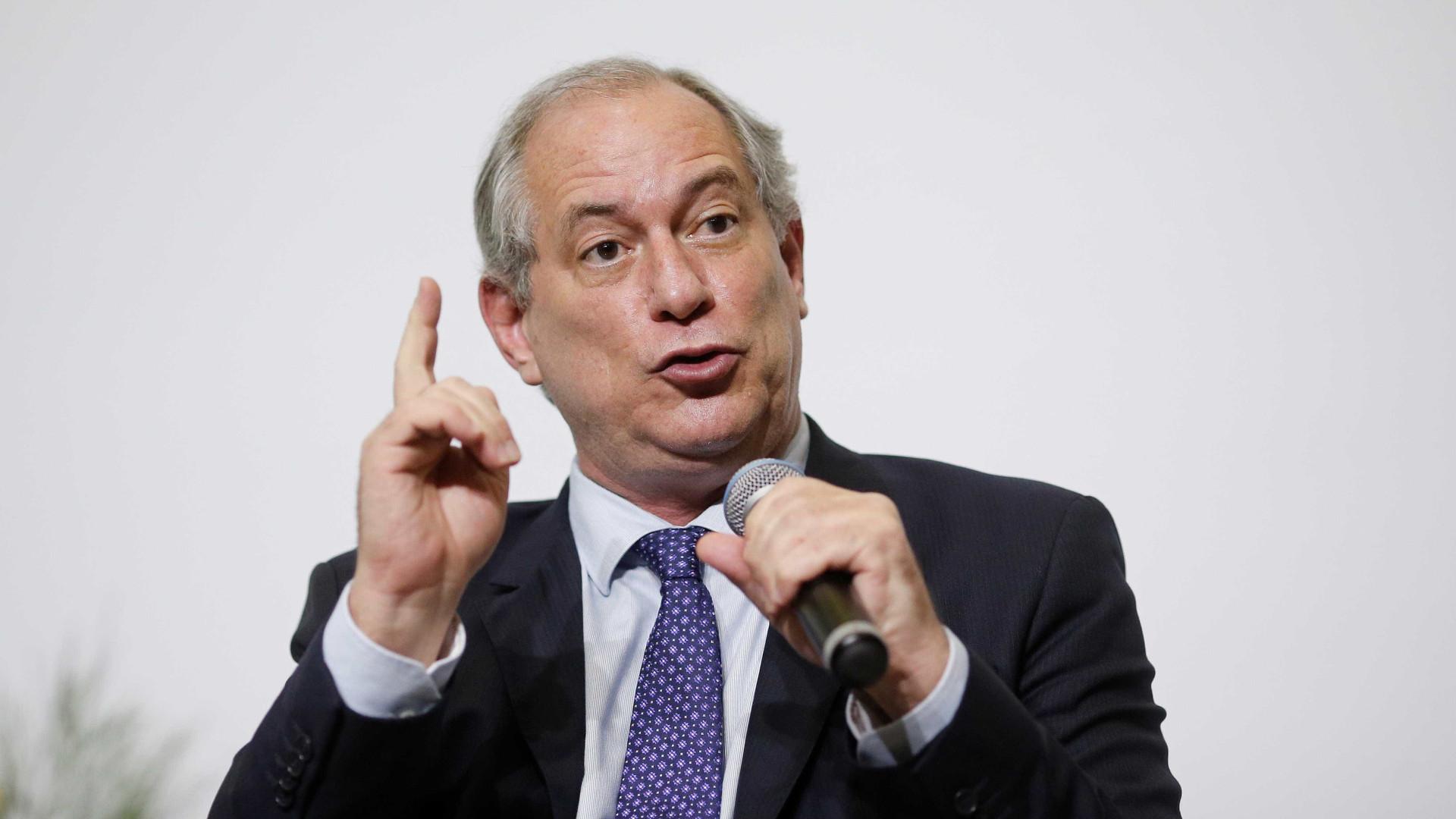 Ciro diz discordar da estratégia do PT de manter candidatura de Lula