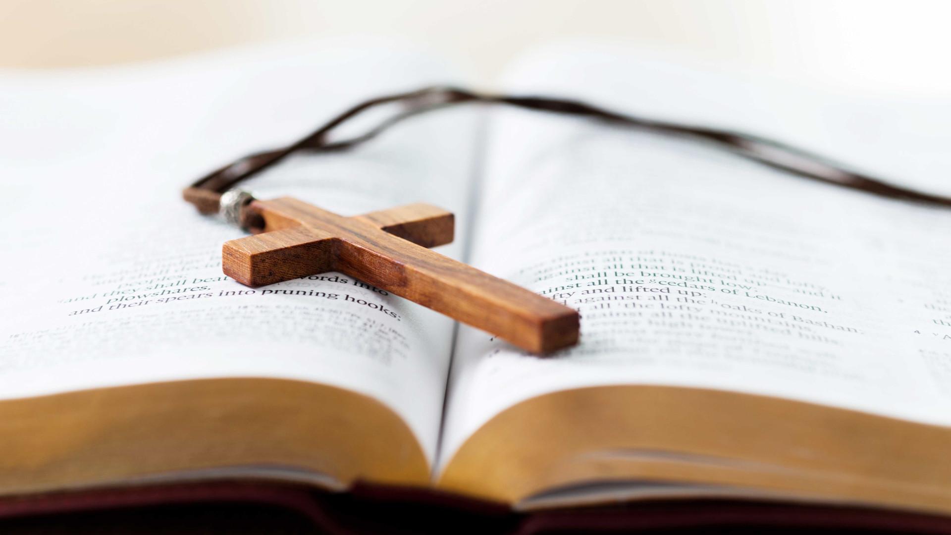 Bispo investigado por envolvimento em desvio de R$ 2 milhões renuncia