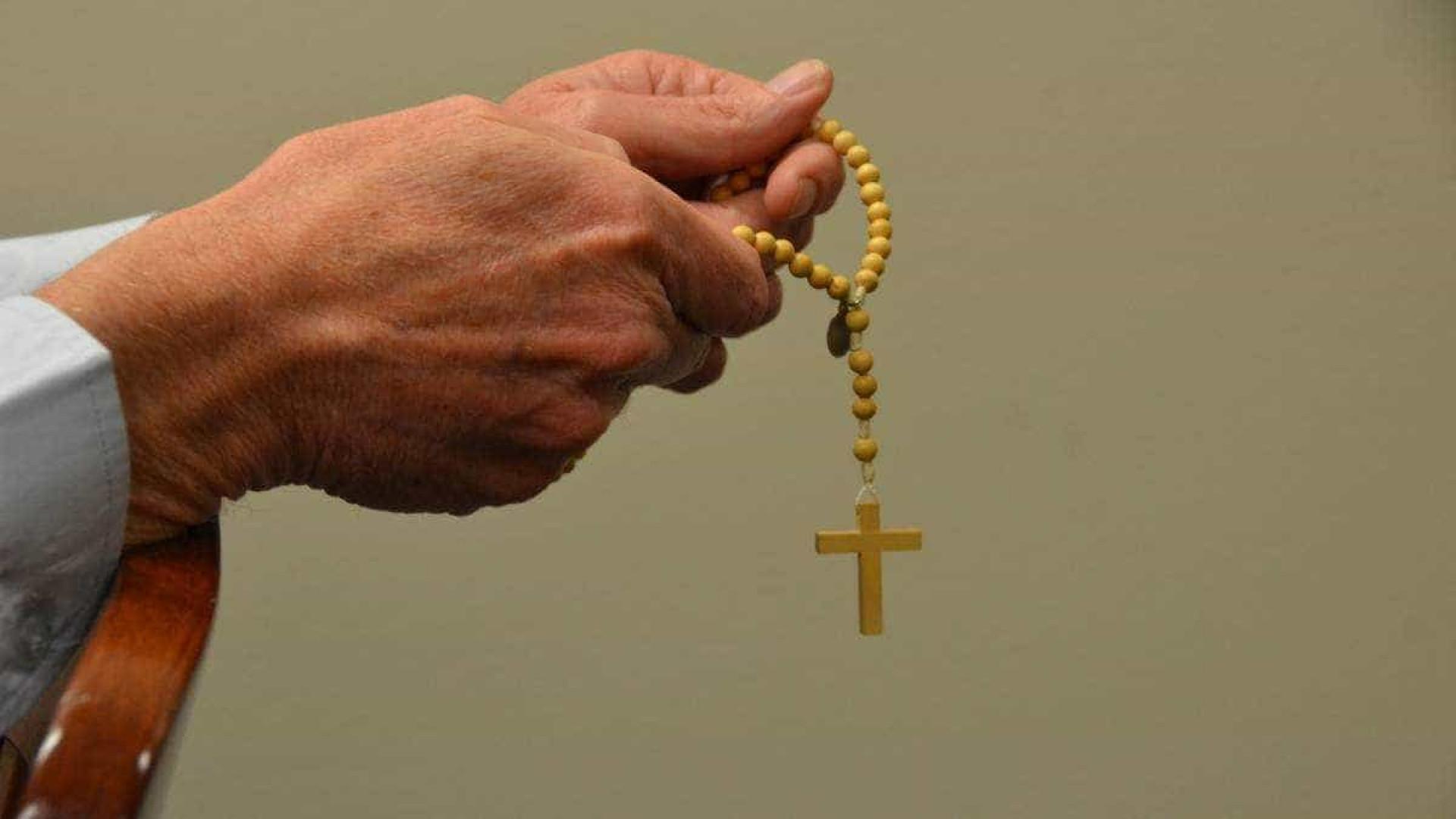 Cardeal acusado de encobrir pedofilia prepara sua renúncia