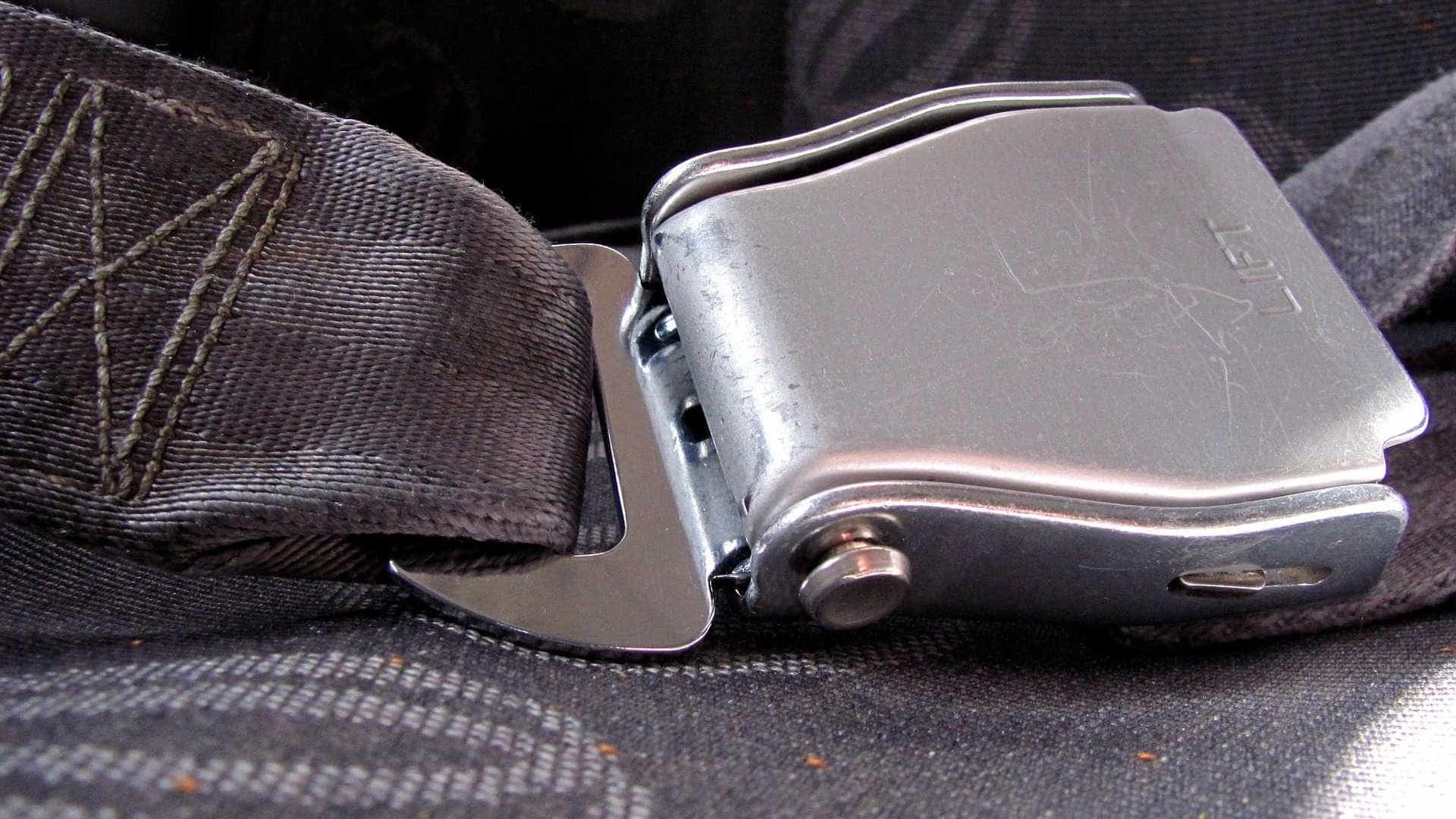 Nas estradas, 4 em cada 10 pessoas dispensam uso do cinto de segurança