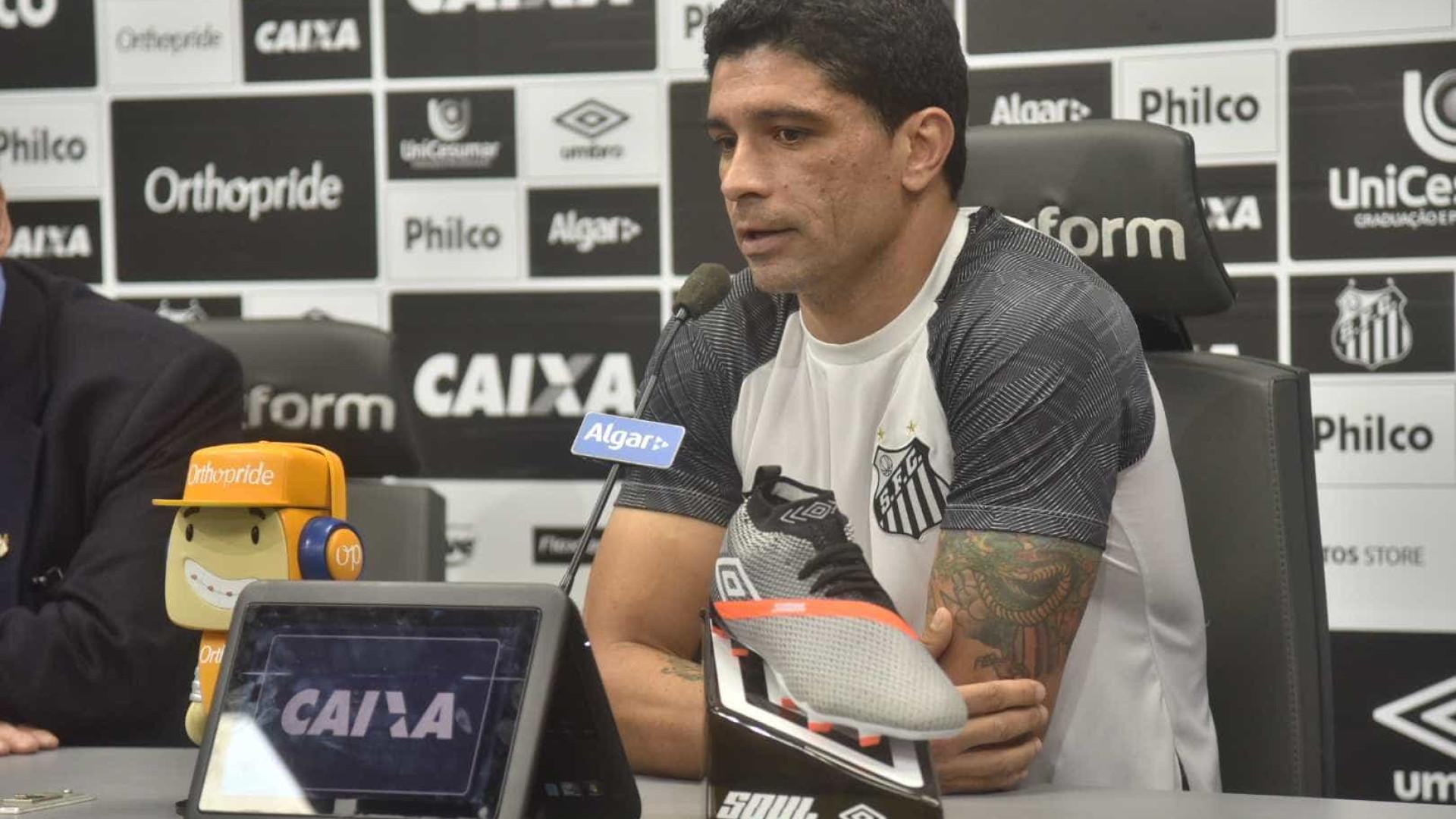 Renato é anunciado como dirigente do Santos, mas seguirá como jogador