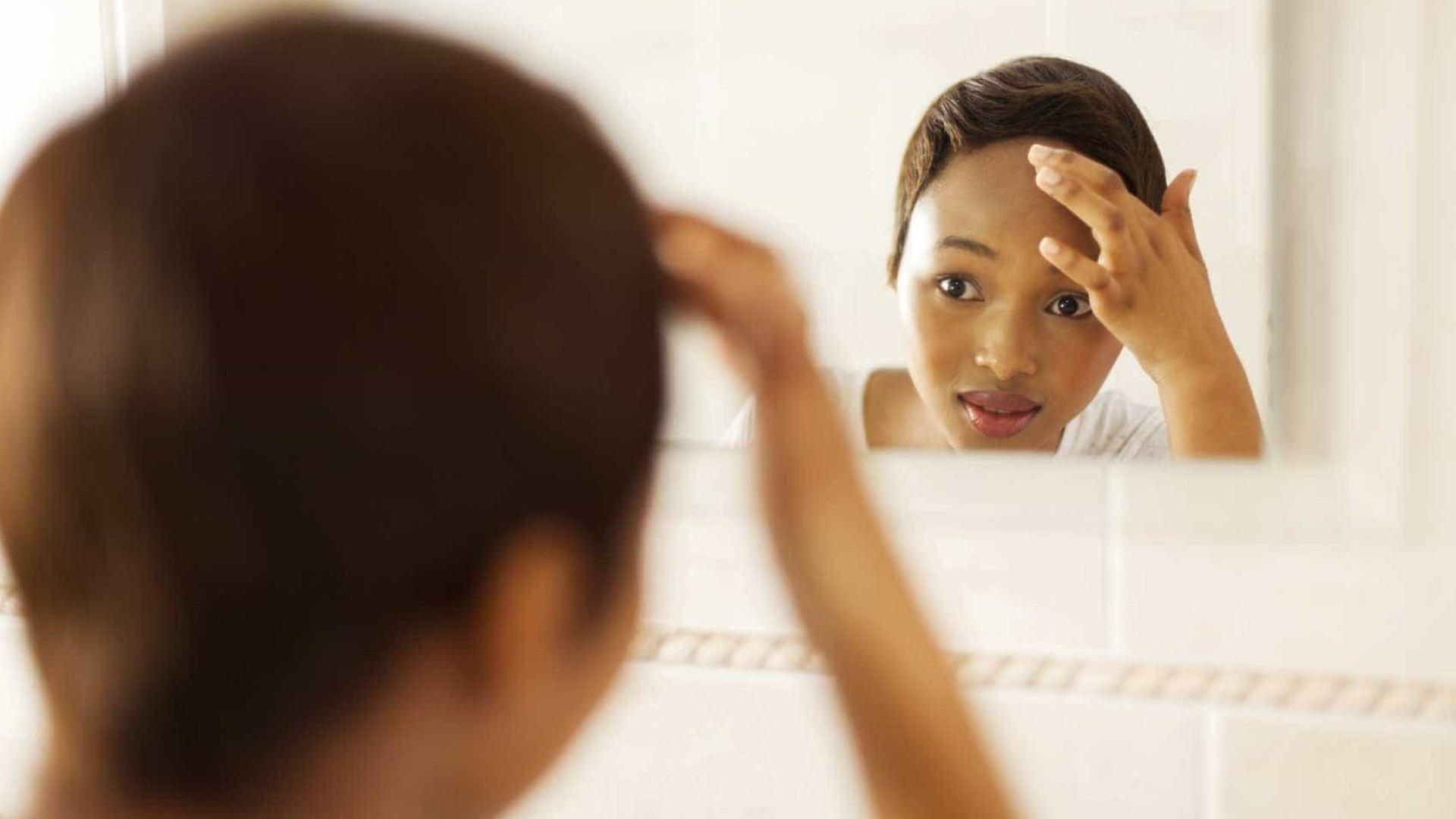 Dieta de baixo índice glicêmico diminui acne, diz estudo