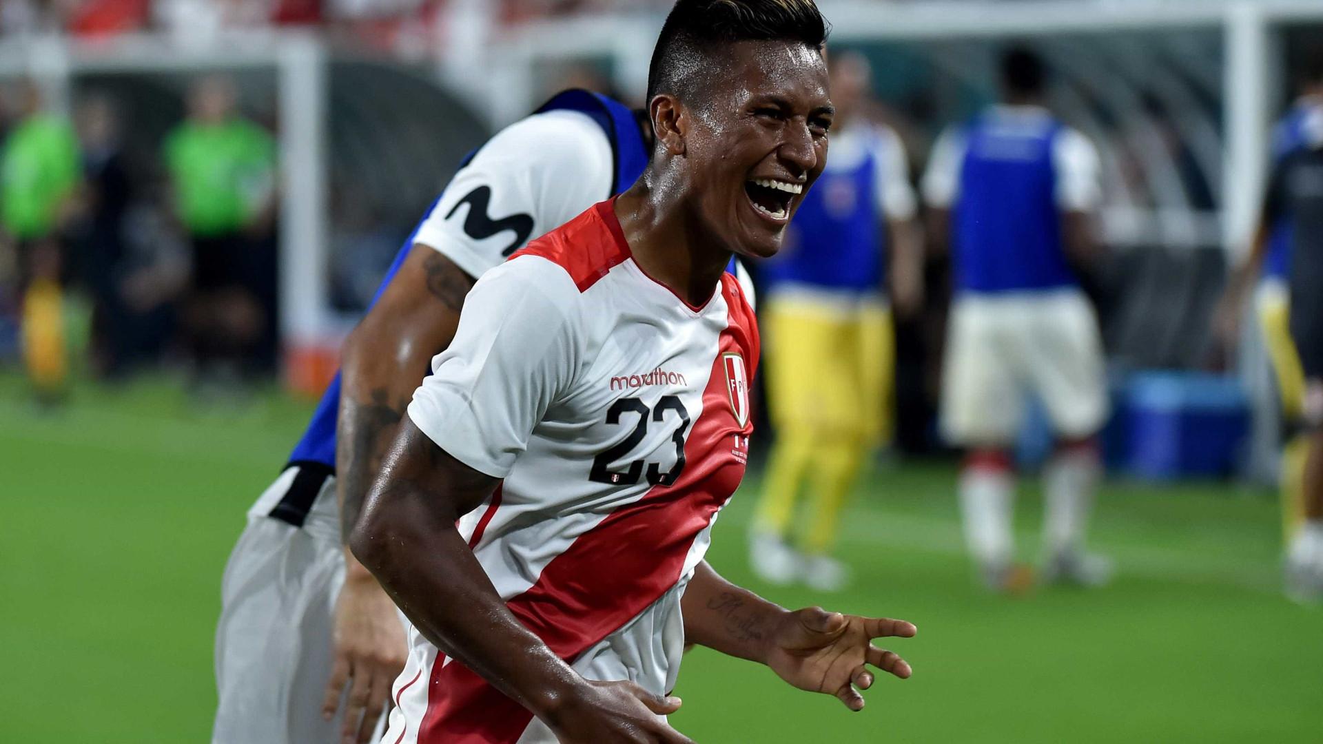 Com 2 gols de Aquino, Peru faz 3 a 0 no Chile em amistoso