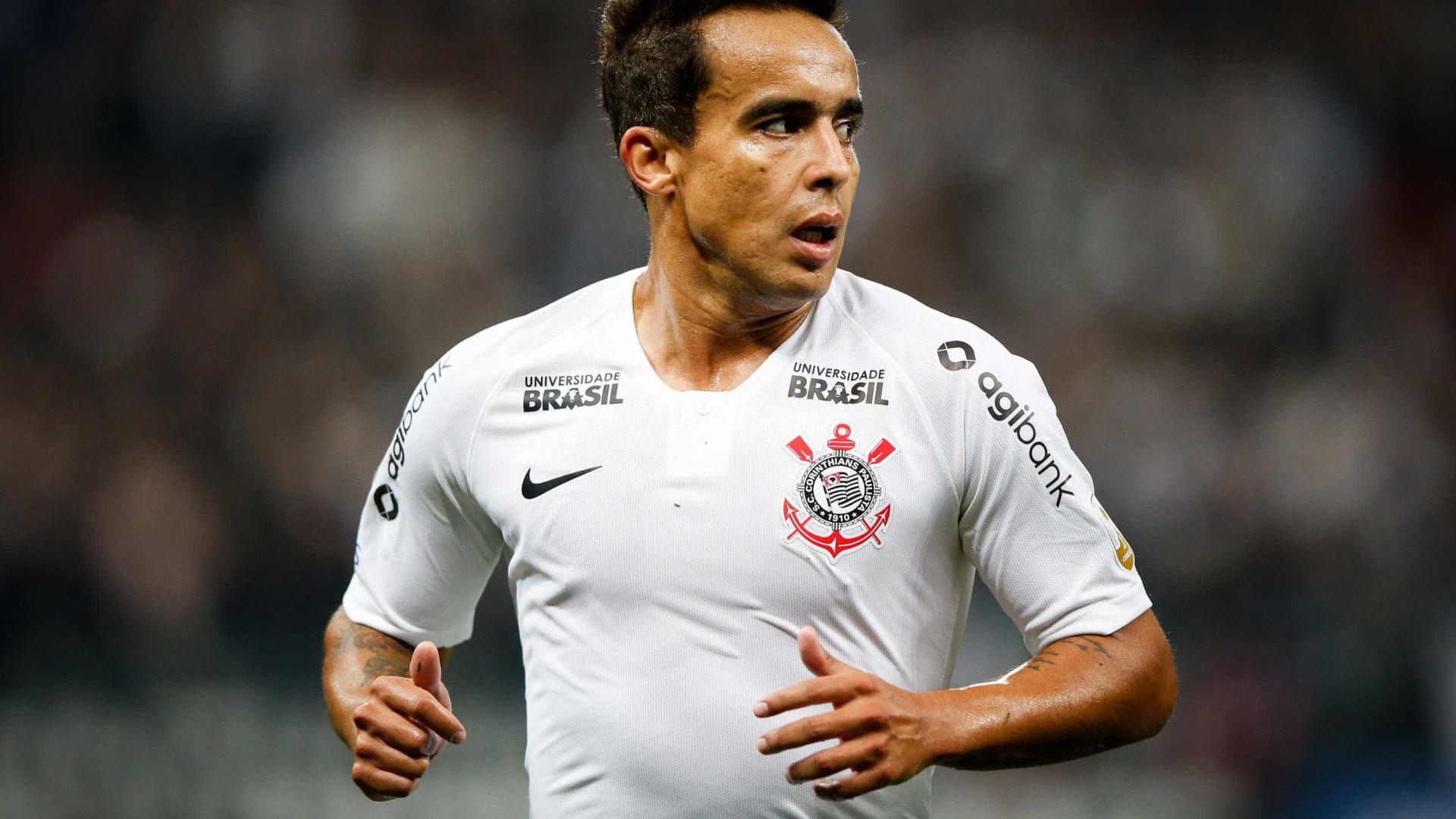 Corinthians aposta em Jadson para comandar virada contra o Cruzeiro