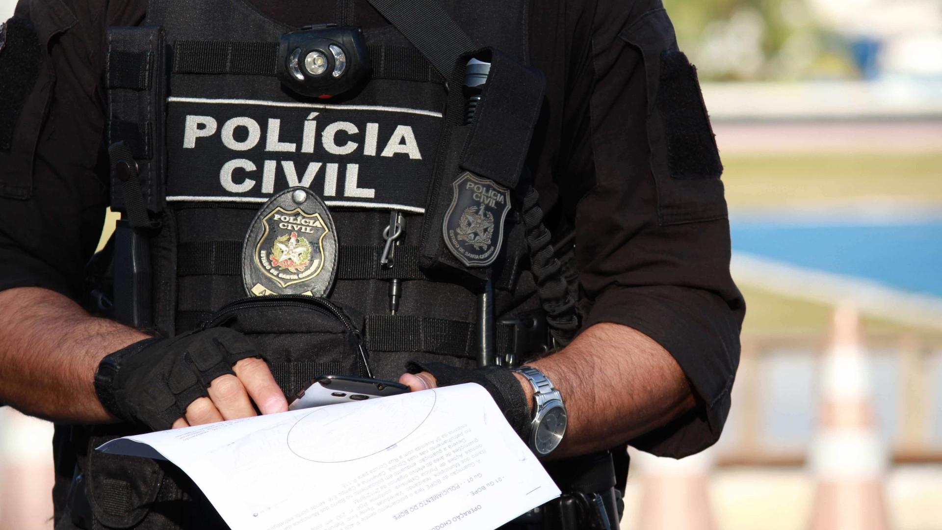 Dois delegados e cinco agentes da Polícia Civil são presos no Rio