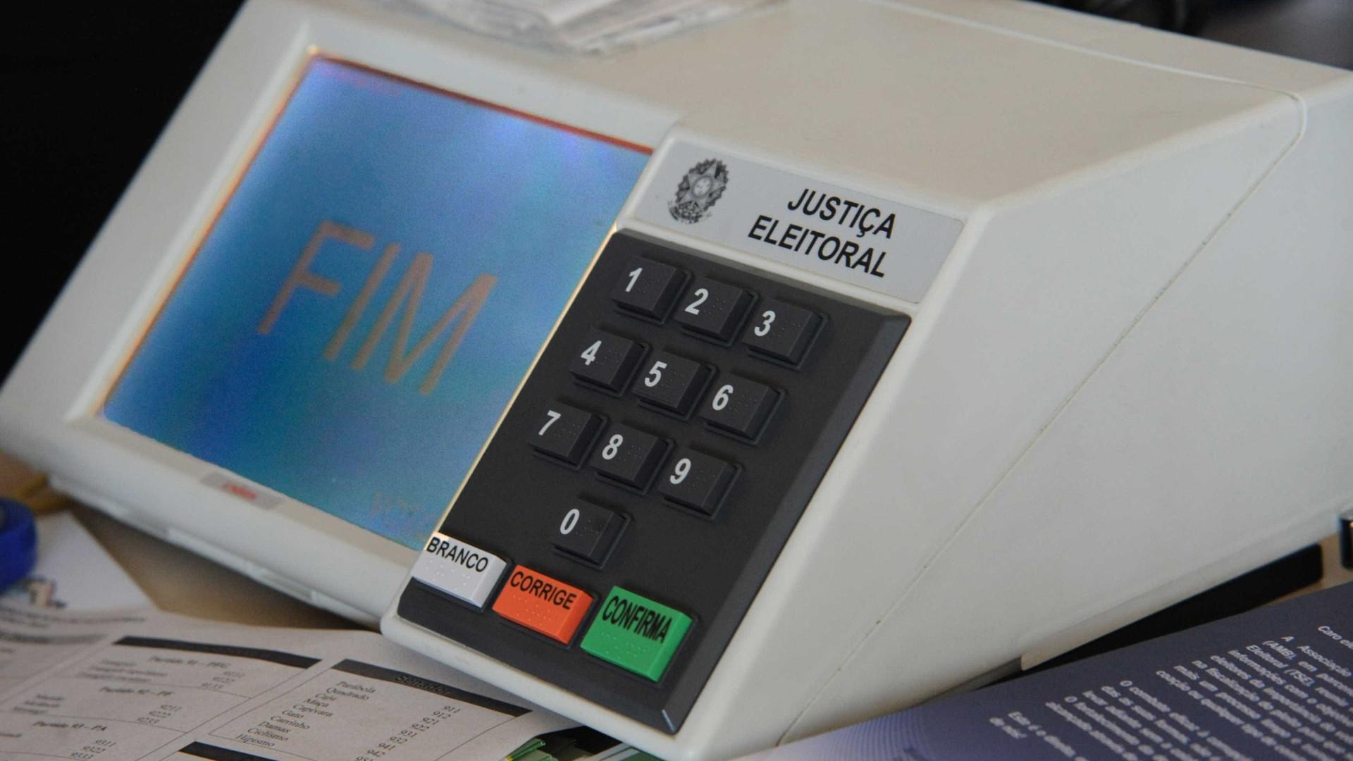 Revólver usado por eleitor na urna é falso, diz PF