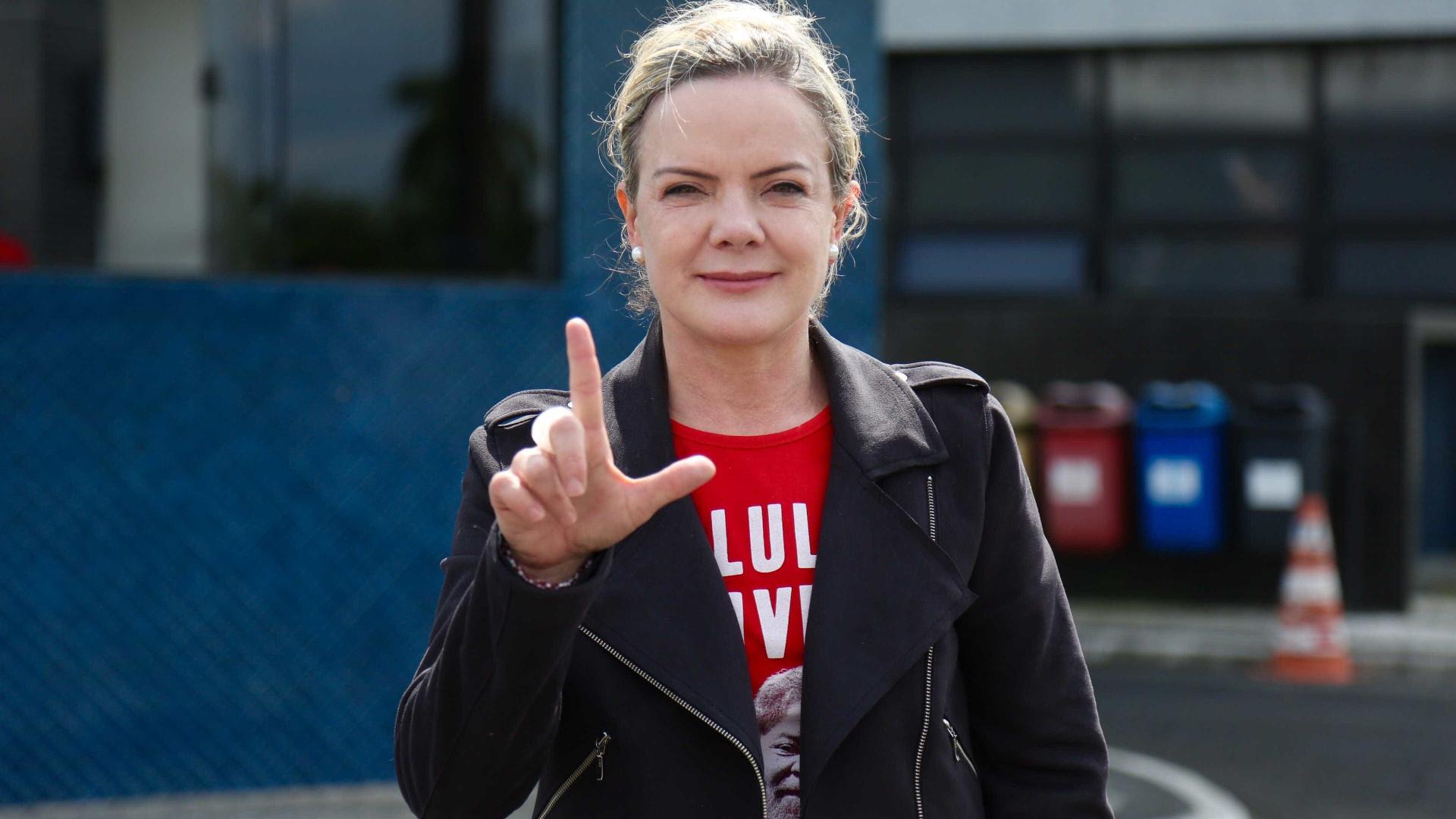PT faz 'alerta à sociedade' por vida de Lula: 'Tememos', diz Gleisi