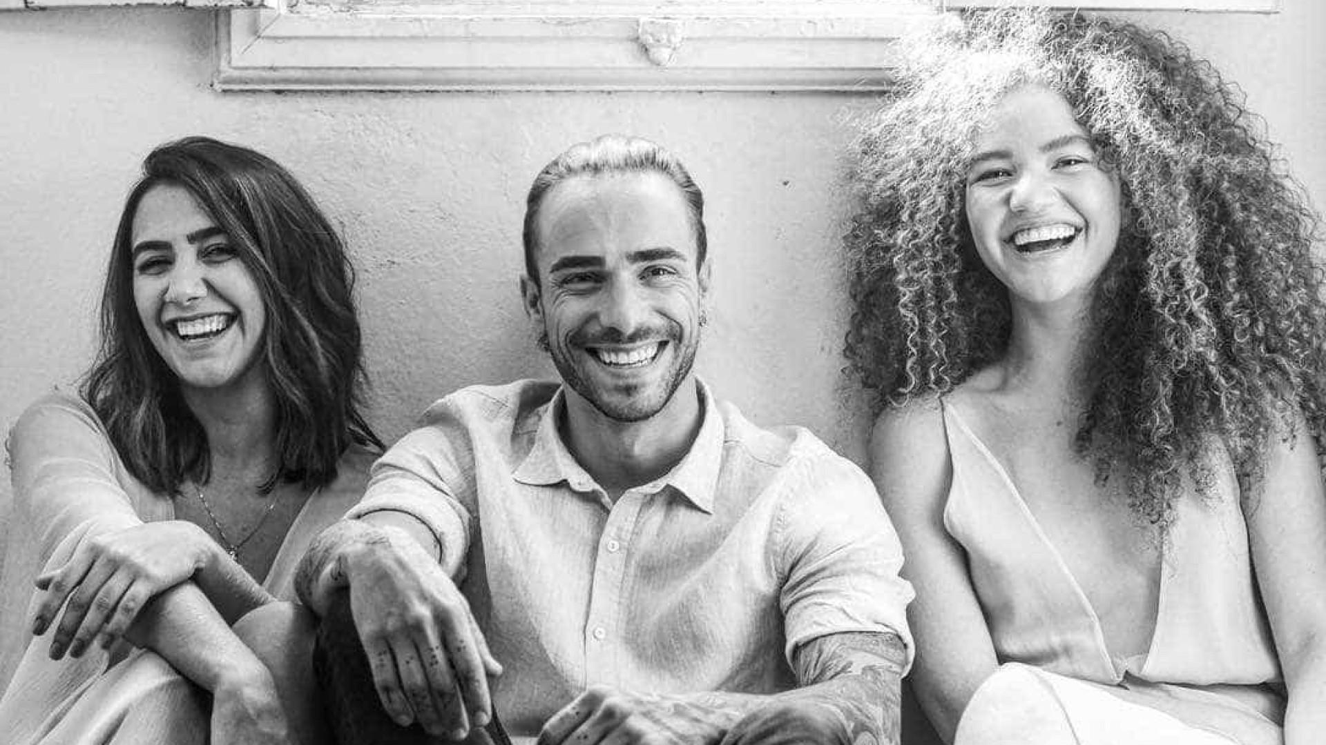 Cantor português conquista fãs brasileiros após parceria com Anavitória