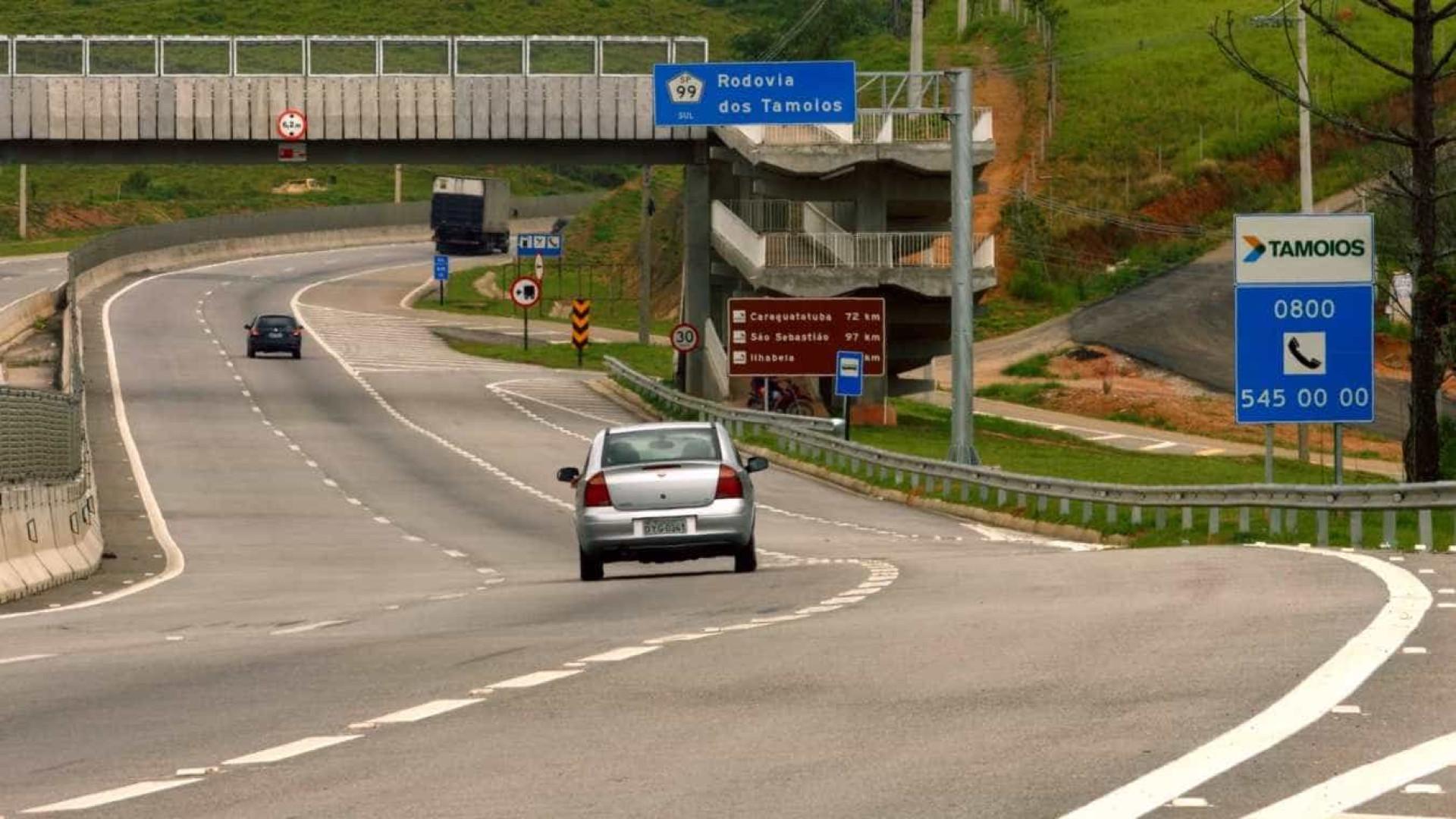 Tamoios é reaberta ao tráfego após interdição por queda de barreiras