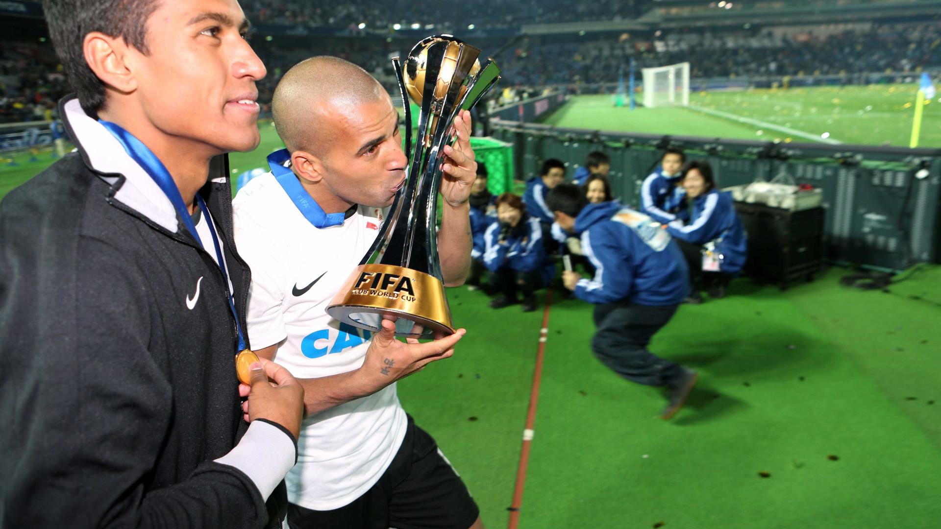 Justiça determina penhora de taça do Mundial de 2012 do Corinthians