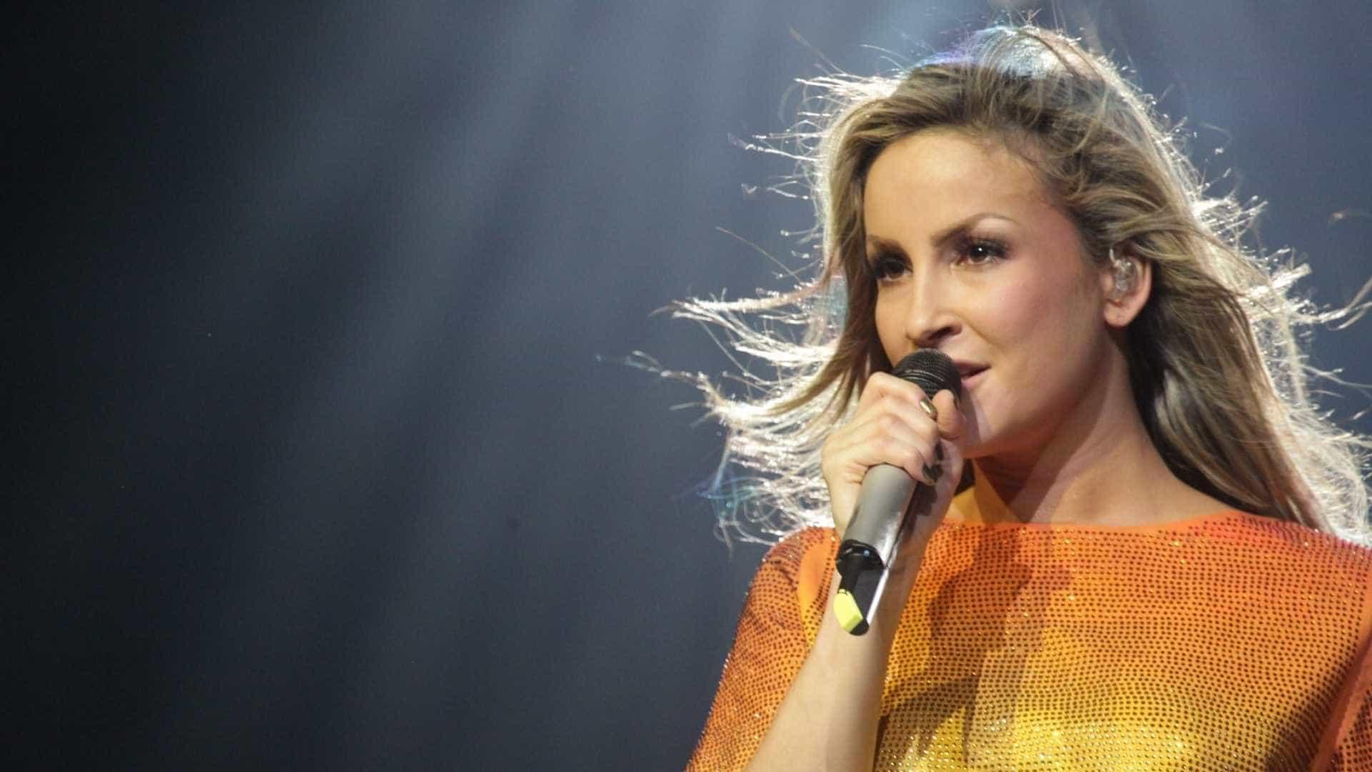 Silvio constrange Claudia Leitte ao dizer que fica excitado com cantora