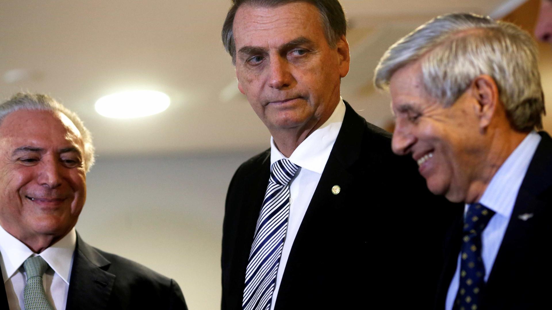 Governo comprará carros que resistem a submetralhadora para Bolsonaro