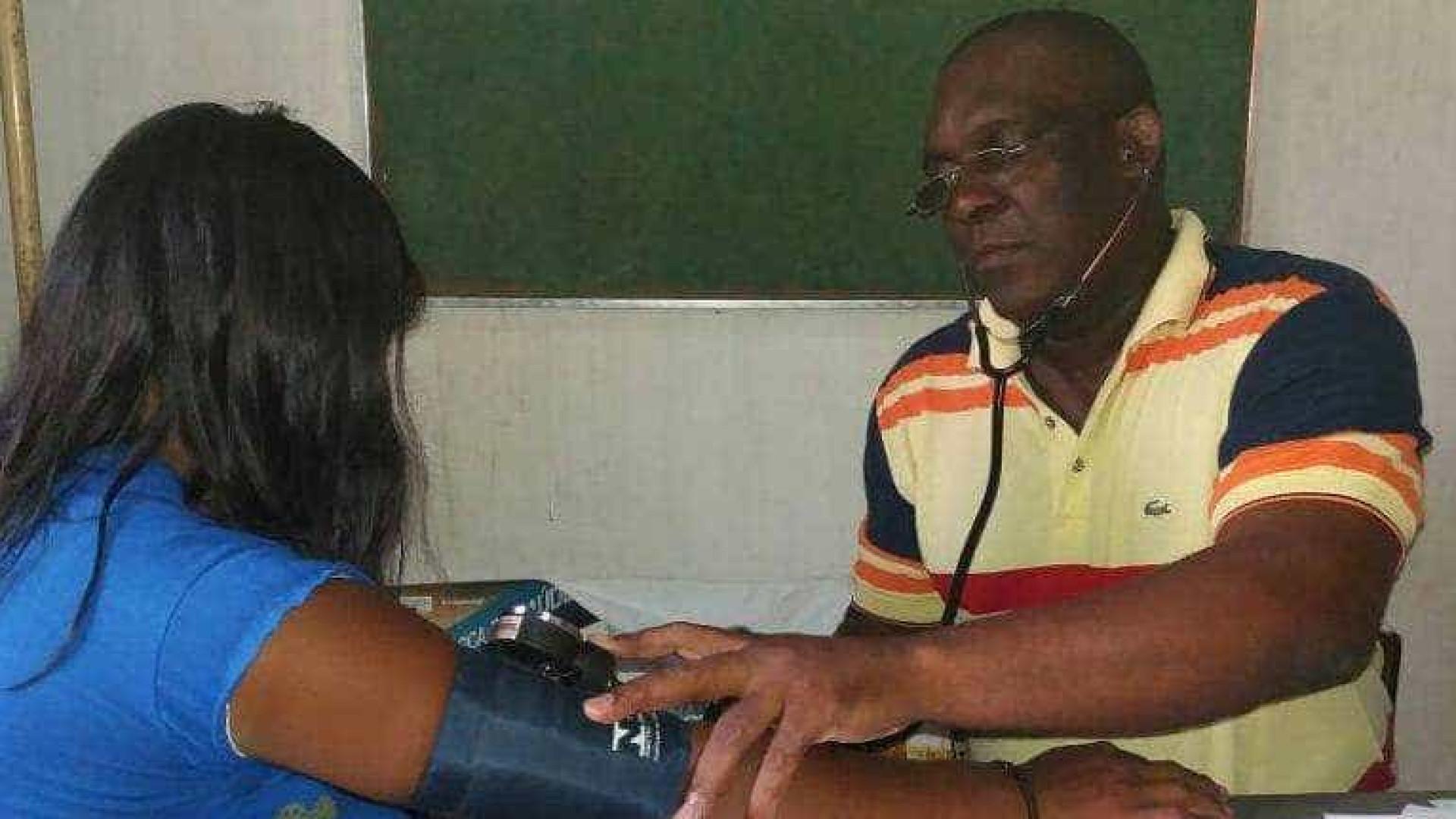 Médico cubano que foi vaiado fala sobre fim do 'Mais Médicos'