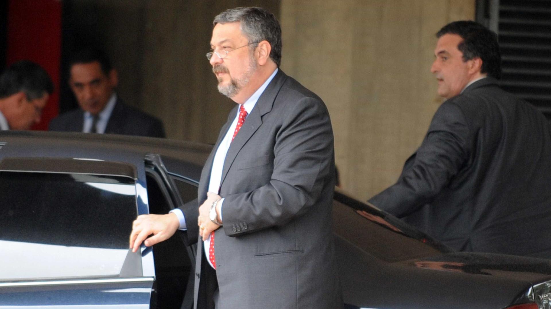 Palocci deixa carceragem para cumprir prisão domiciliar