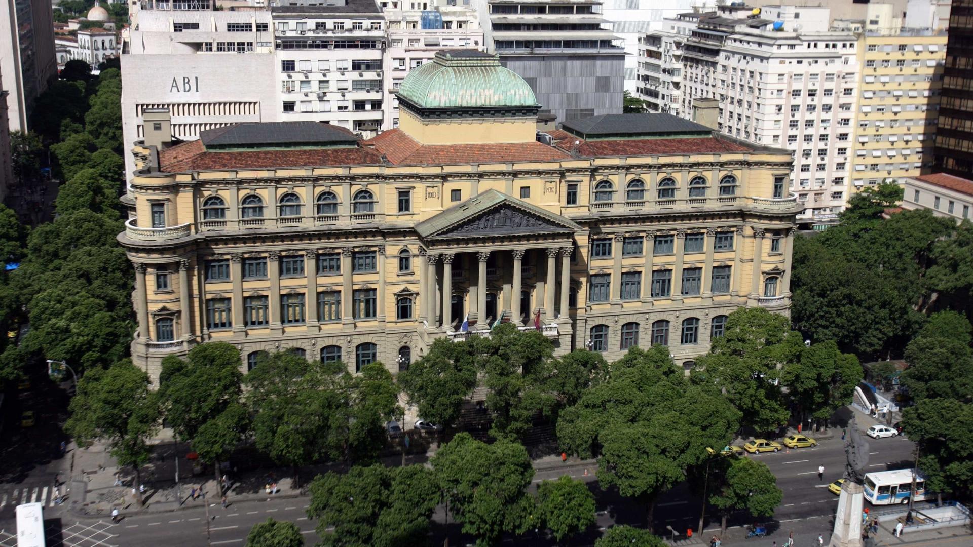 Itaú devolve obras que haviam sido roubadas da Biblioteca Nacional