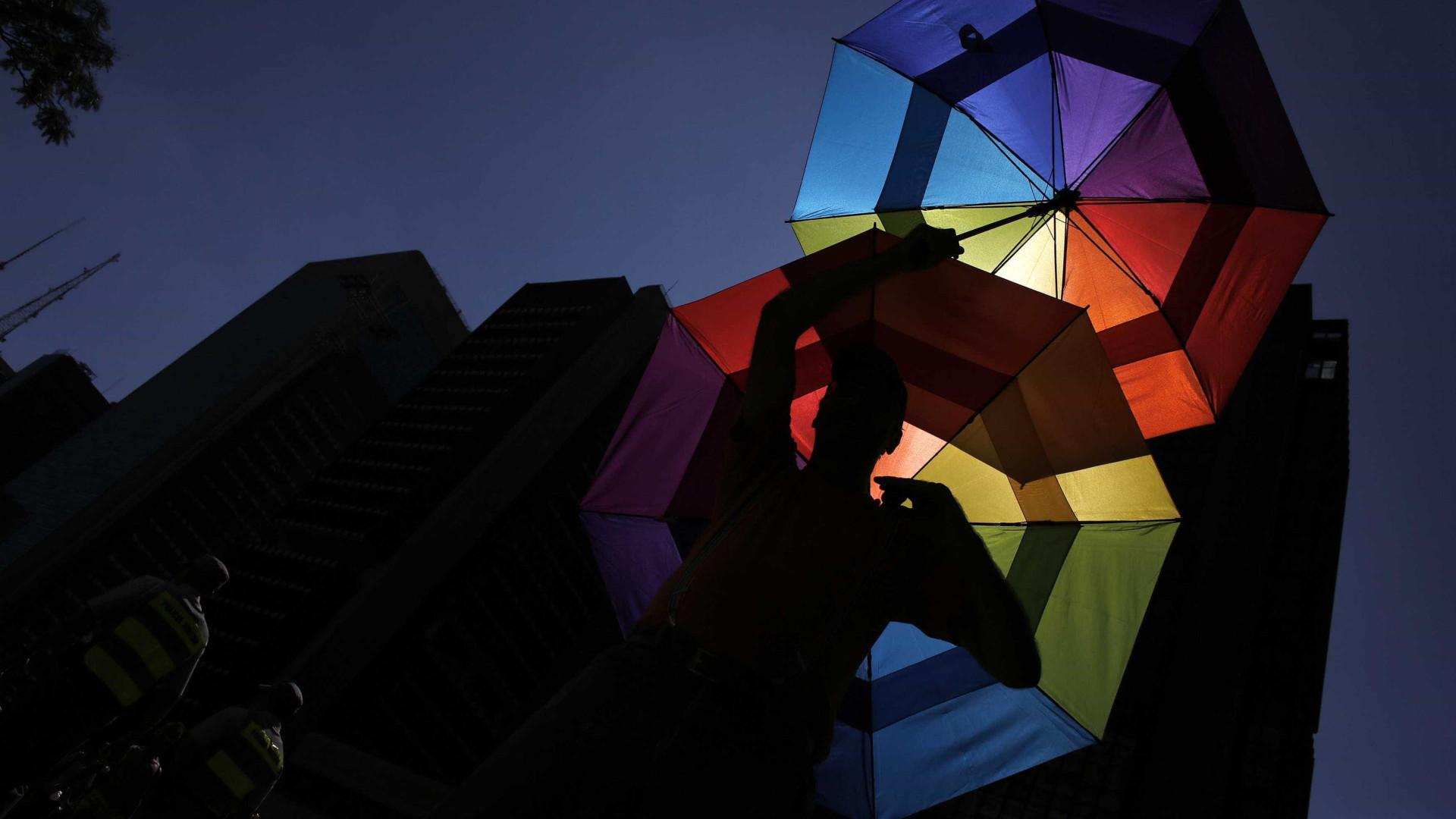 Em crise, bares gays nos EUA mudam estratégia