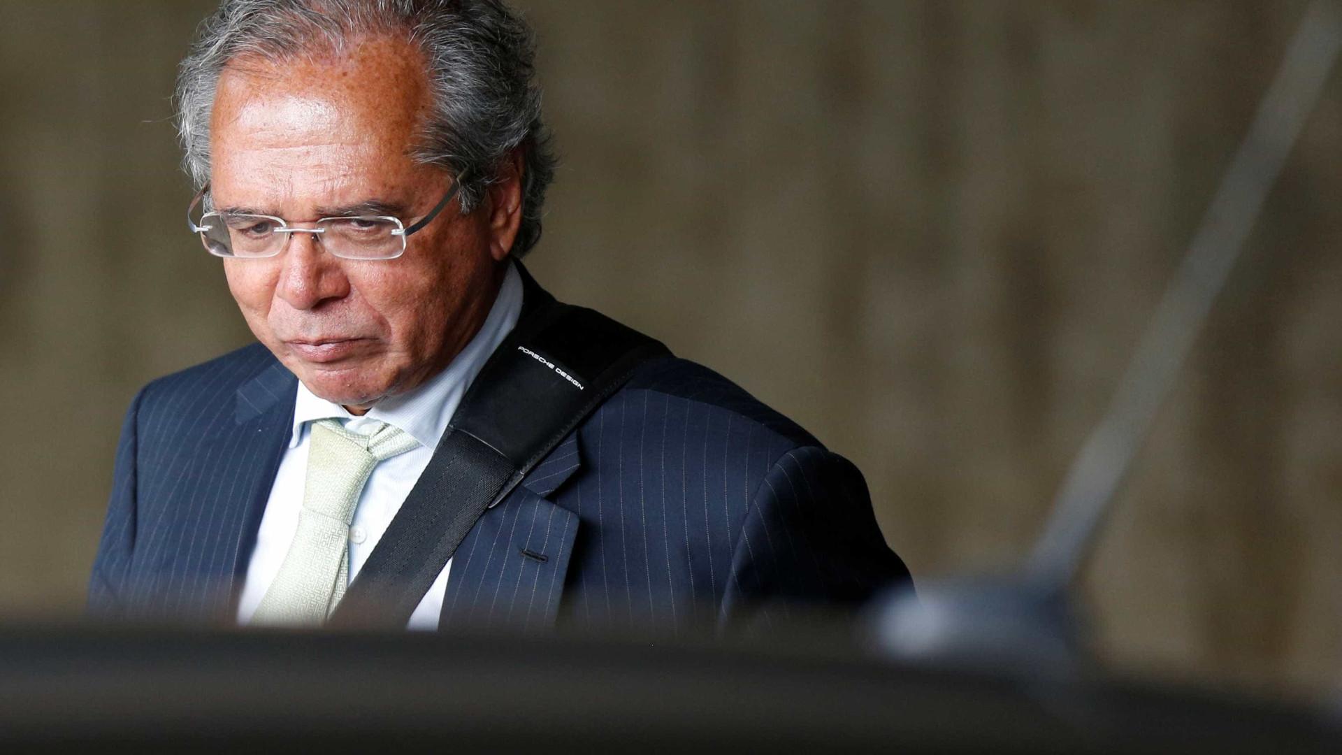 Paulo Guedes erra local e esquece convite da diplomação de Bolsonaro