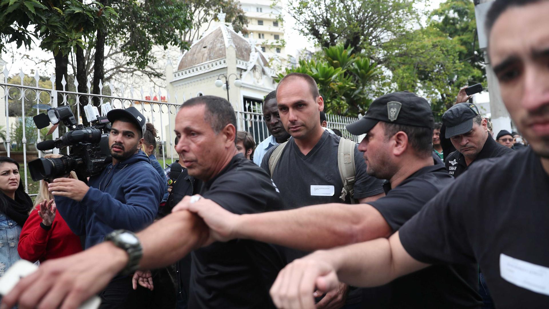 Cúpula Conservadora acaba com pedido de casamento de Eduardo Bolsonaro