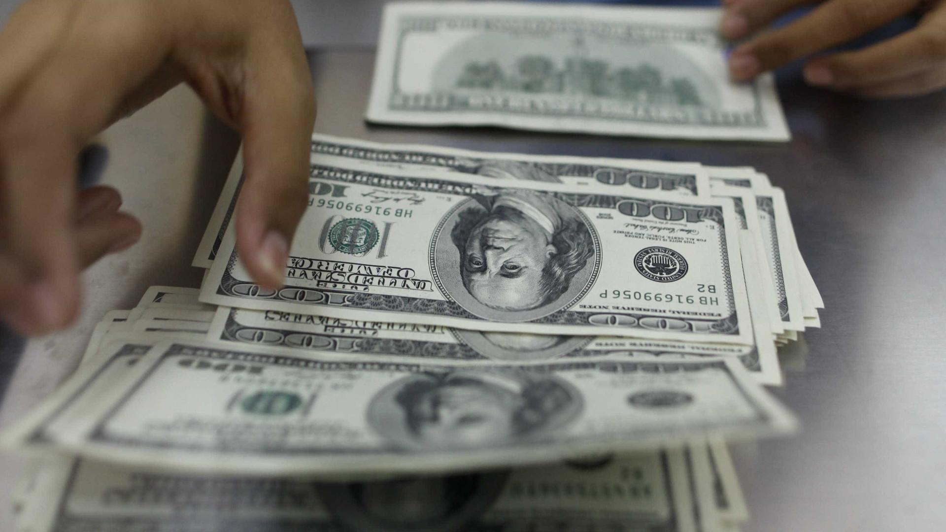 Entrada de dólares supera saída em US$ 334 milhões em outubro