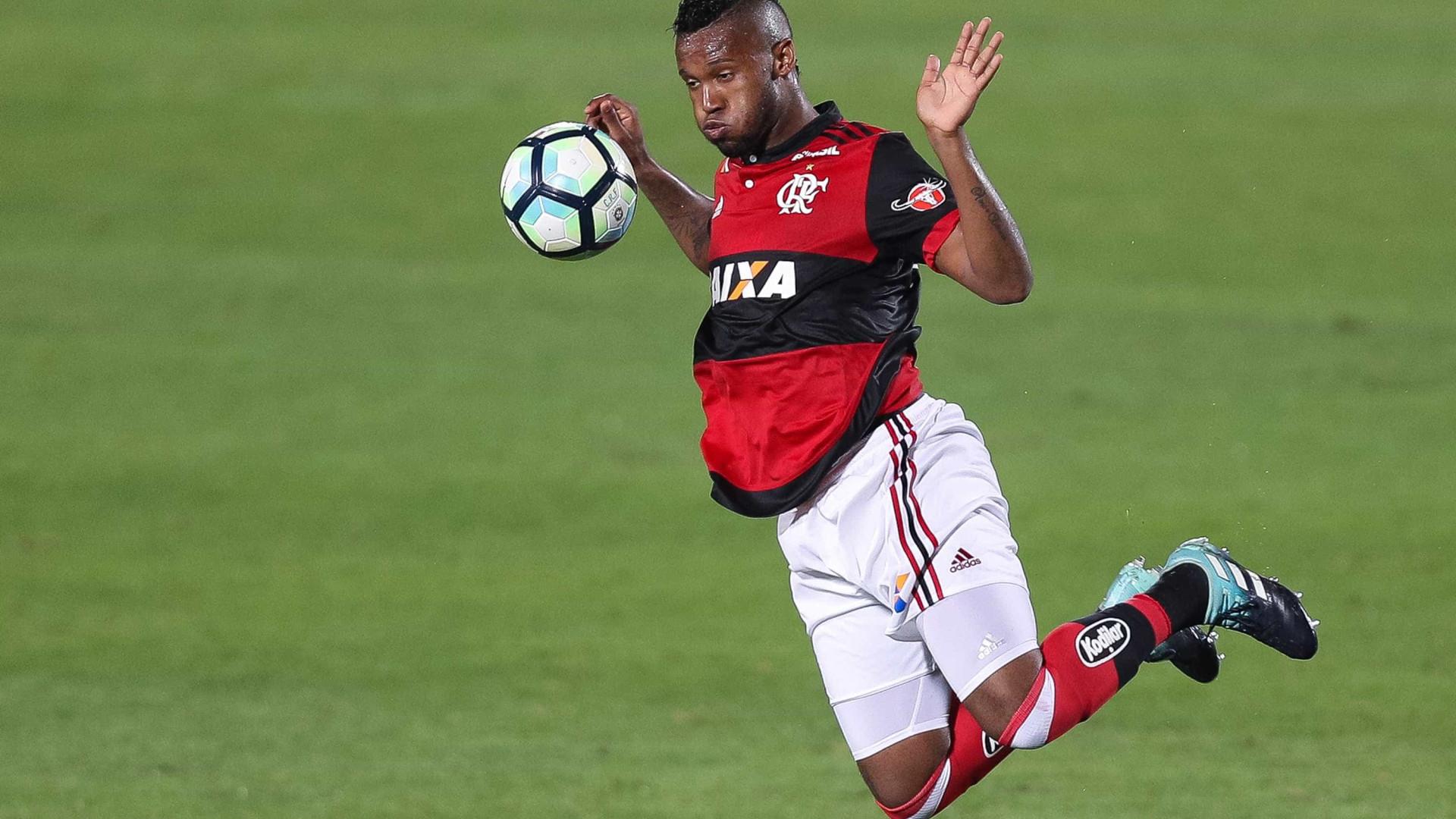 Goiás anuncia contratação de jogador ex-Flamengo