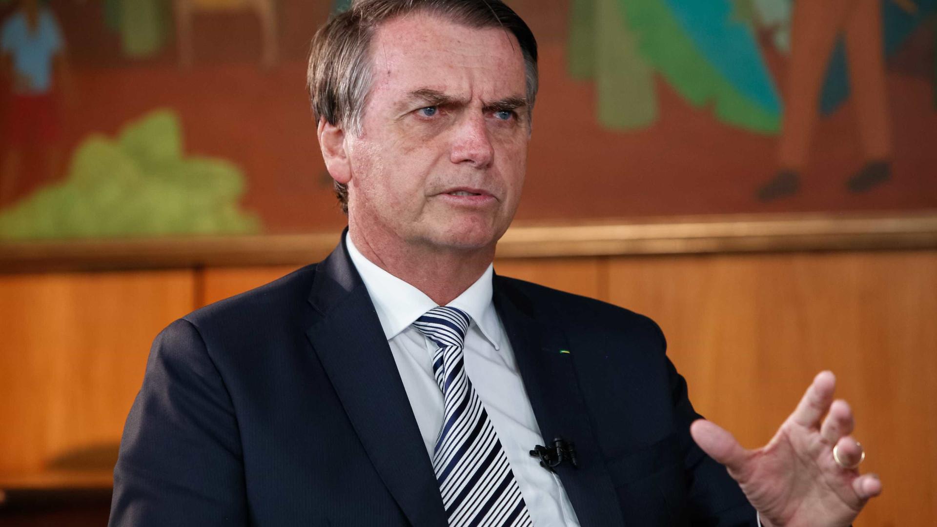 Bolsonaro diz que migrantes deverão 'cantar hino' para entrar no Brasil