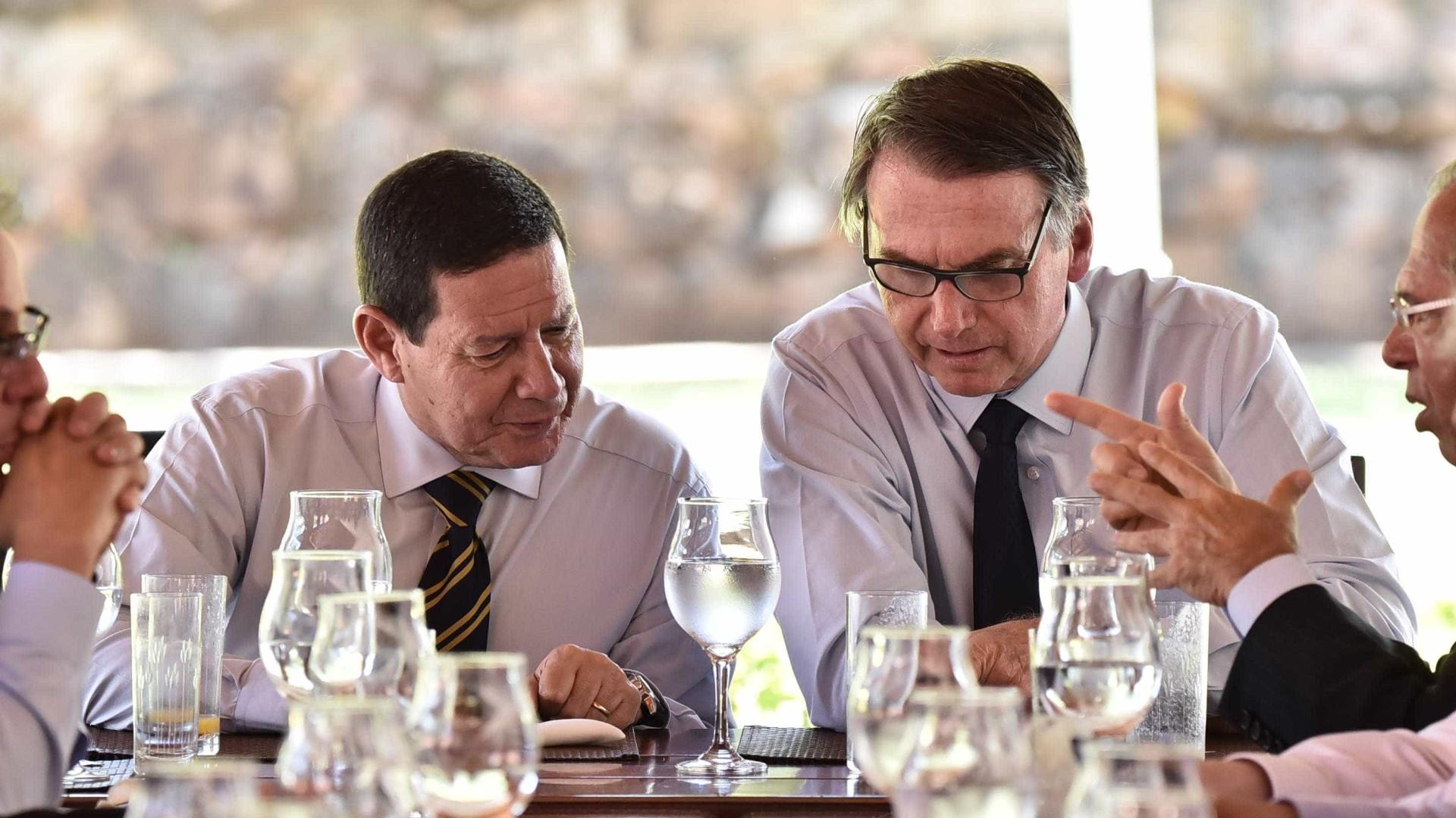 Promoção de filho no Banco do Brasil faz Mourão se explicar a Bolsonaro