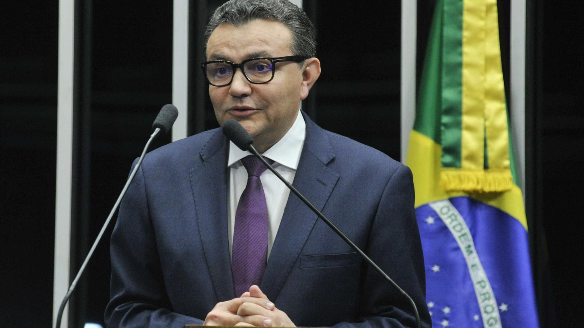 Em reunião, deputados do PSB decidem apoiar bloco de oposição a Maia