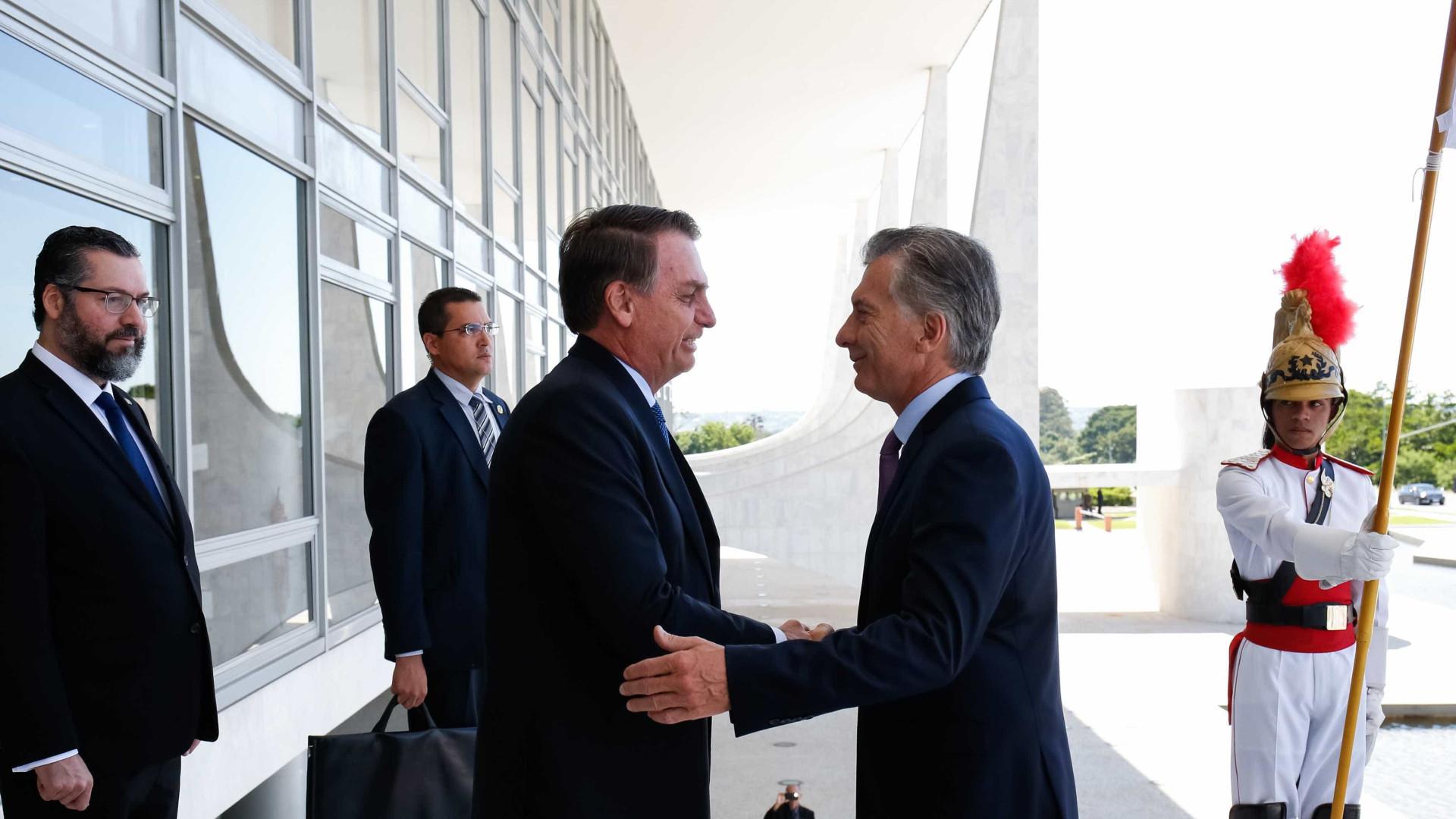 Bolsonaro e Macri assinam acordo para agilizar extradições