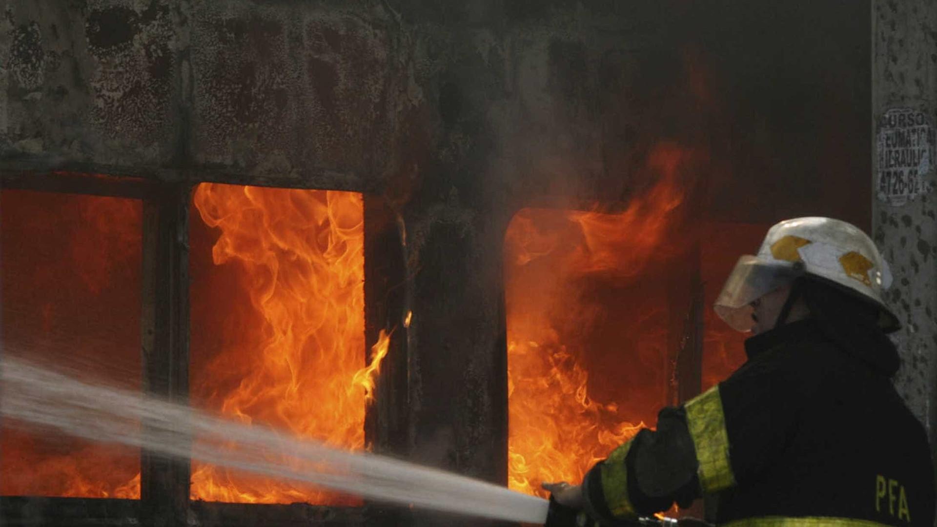 Incêndio atinge fábrica de plásticos no interior de São Paulo