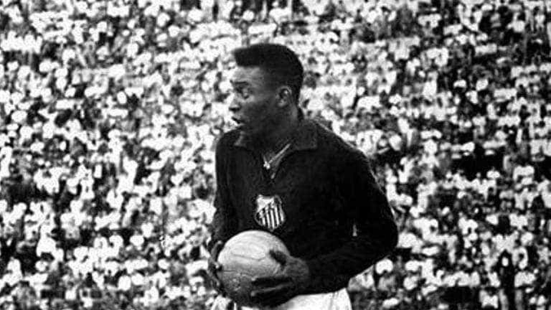 Ninguém sabe onde foi parar camisa 1 que Pelé usou quando jogou no gol