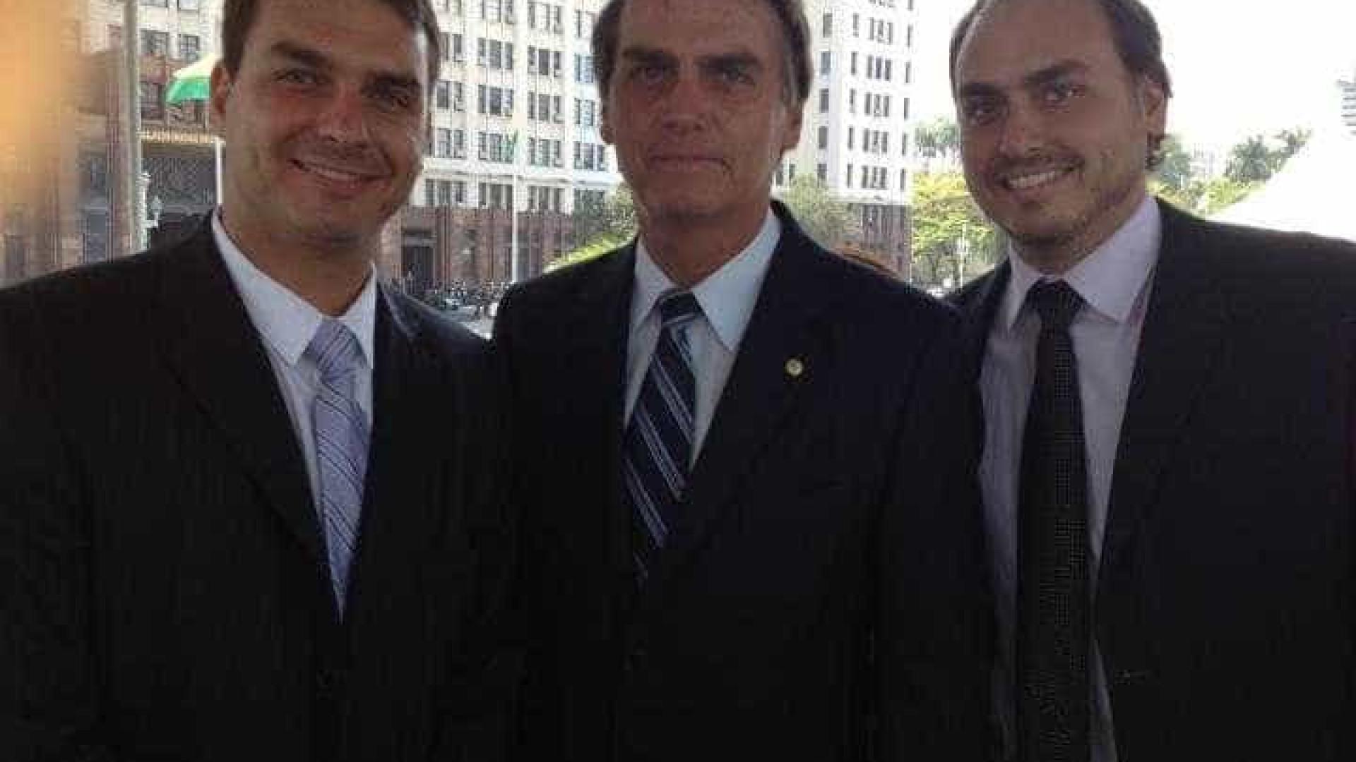 Família Bolsonaro posta na rede após Wyllys anunciar saída da política