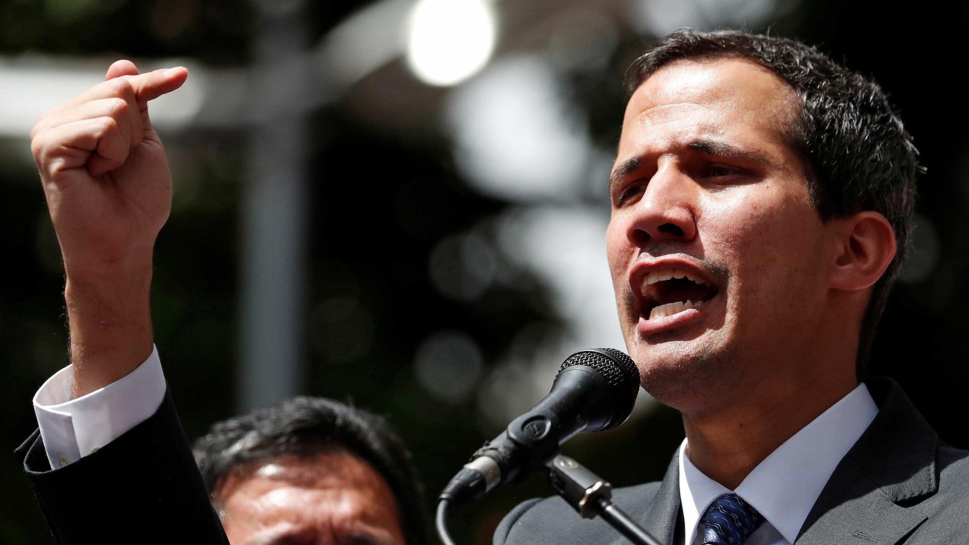 Juan Guaidó rechaça participar de 'diálogos inúteis'