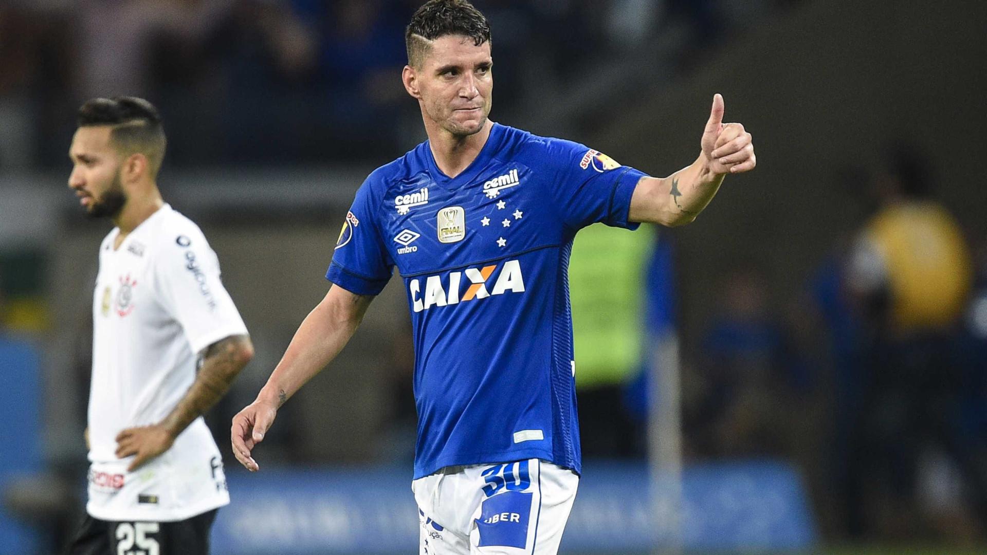 Thiago Neves herda camisa de Arrascaeta e vira 'TN10' no Cruzeiro