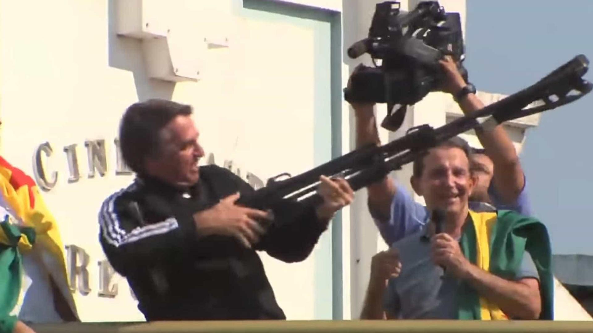 STF suspende queixa-crime contra Bolsonaro por 'fuzilar petralhada'
