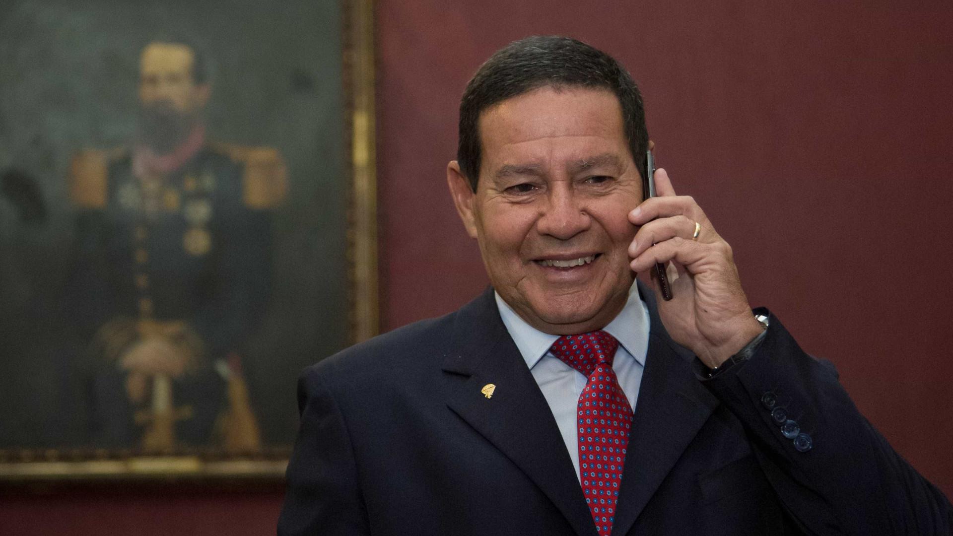 Após fala de Bolsonaro sobre Flávio, Mourão diz que 'lei é para todos'
