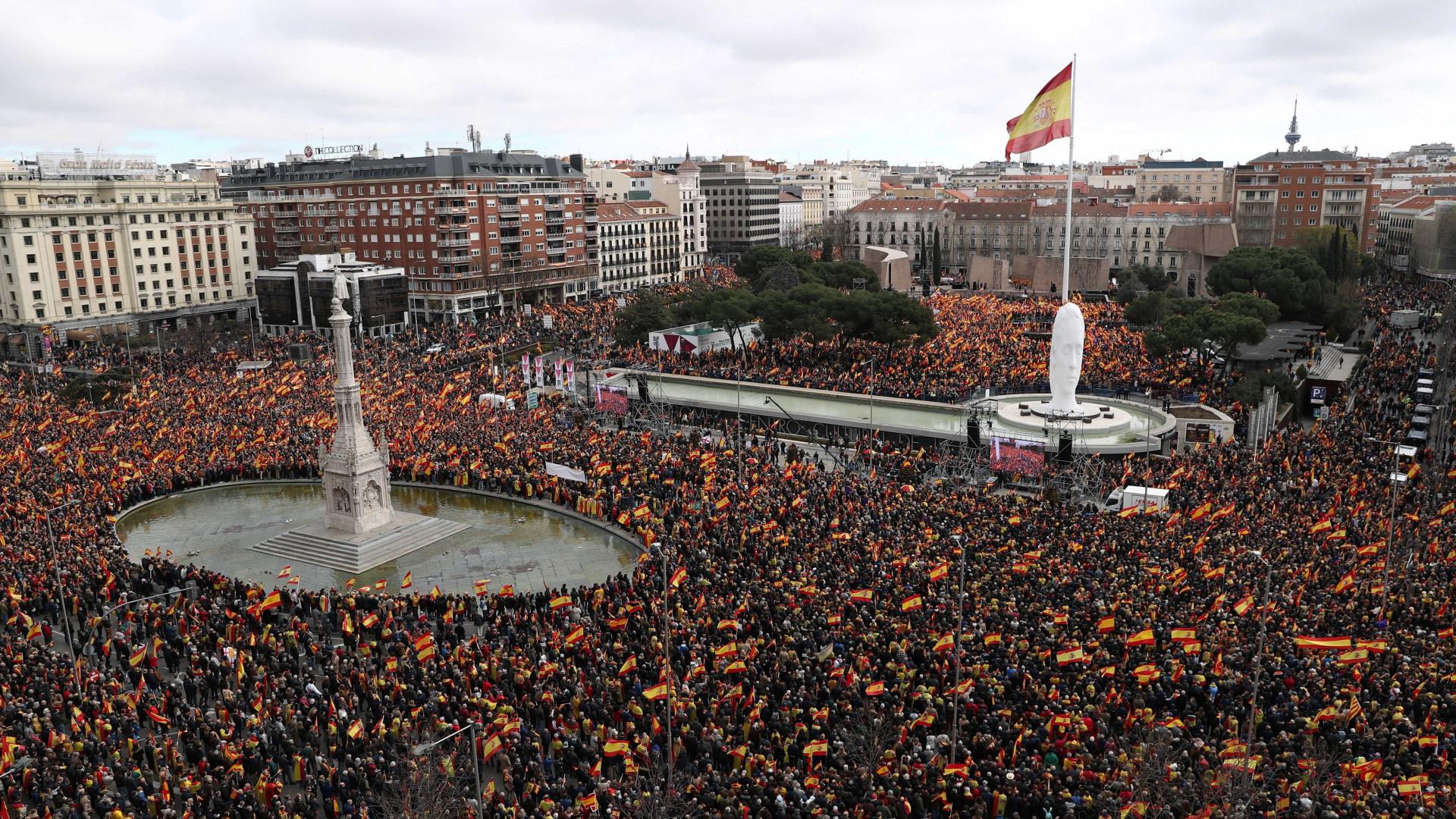 Direita sai às ruas na Espanha para pedir eleições