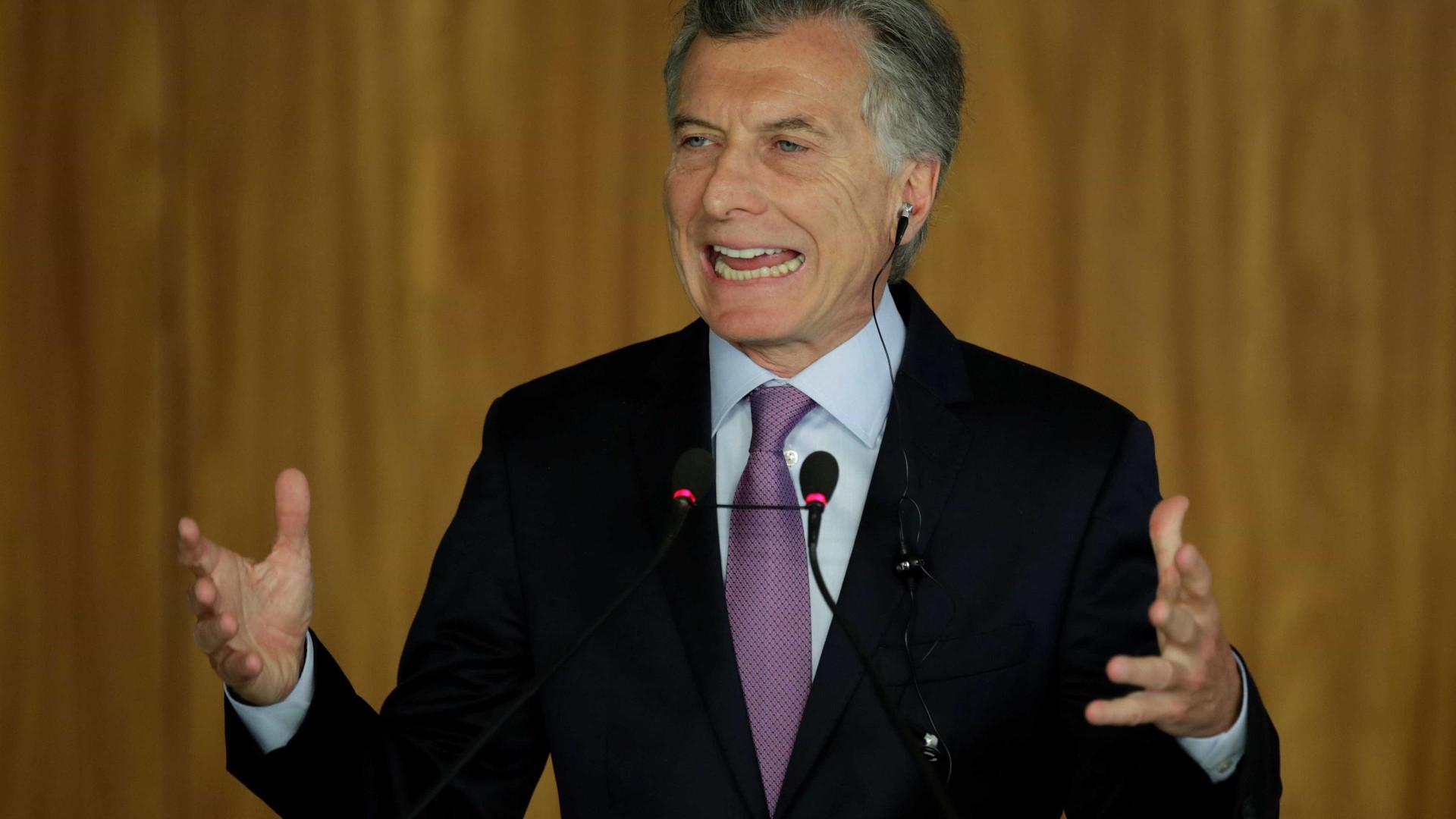 Governo Macri quer facilitar expulsão de imigrantes detidos