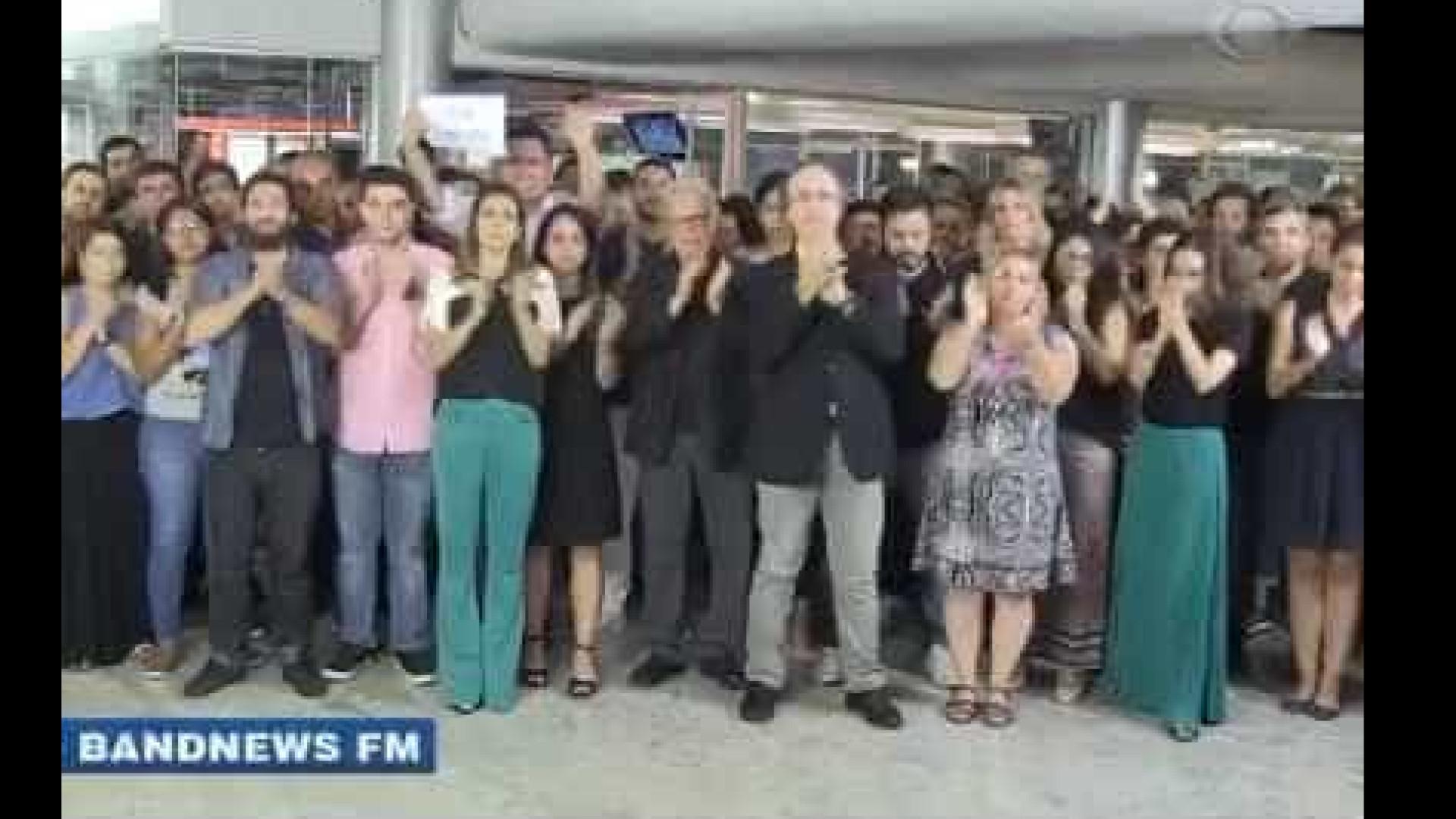 Funcionários da Band prestam homenagem emocionante a Boechat; assista