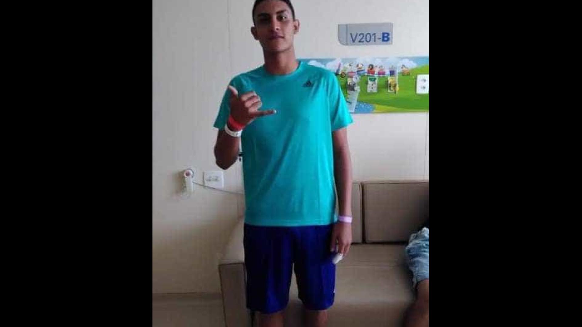 Sobrevivente de incêndio no Flamengo recebe alta e deixa hospital