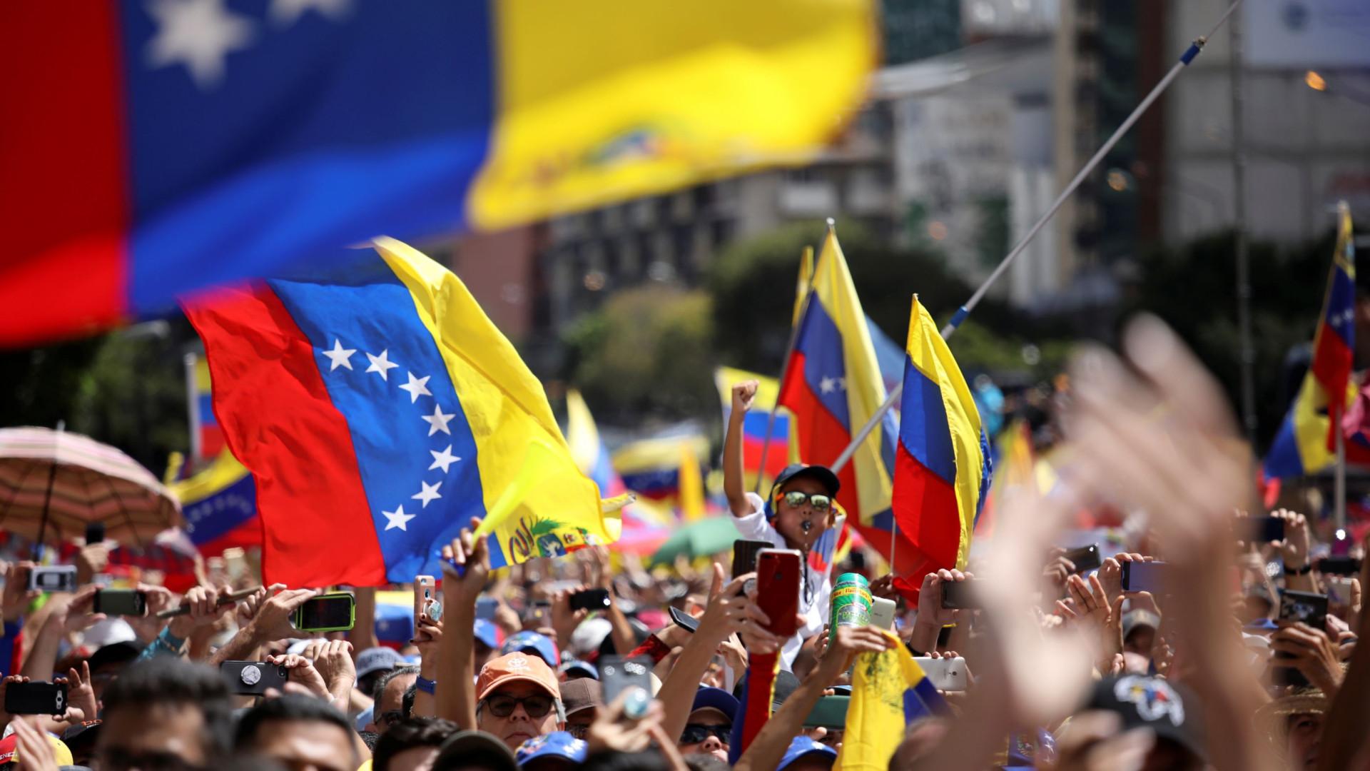 Exército venezuelano jura lealdade 'inflexível' a Nicolas Maduro