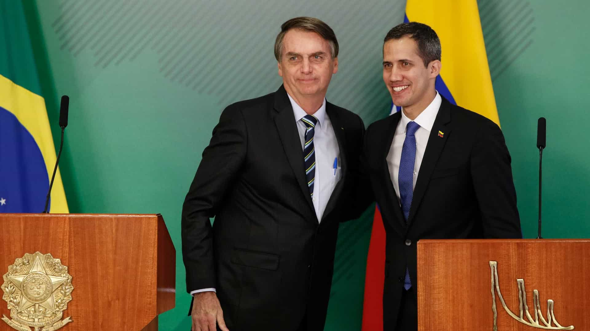 Bolsonaro desagrada militares ao receber Guaidó como chefe de Estado
