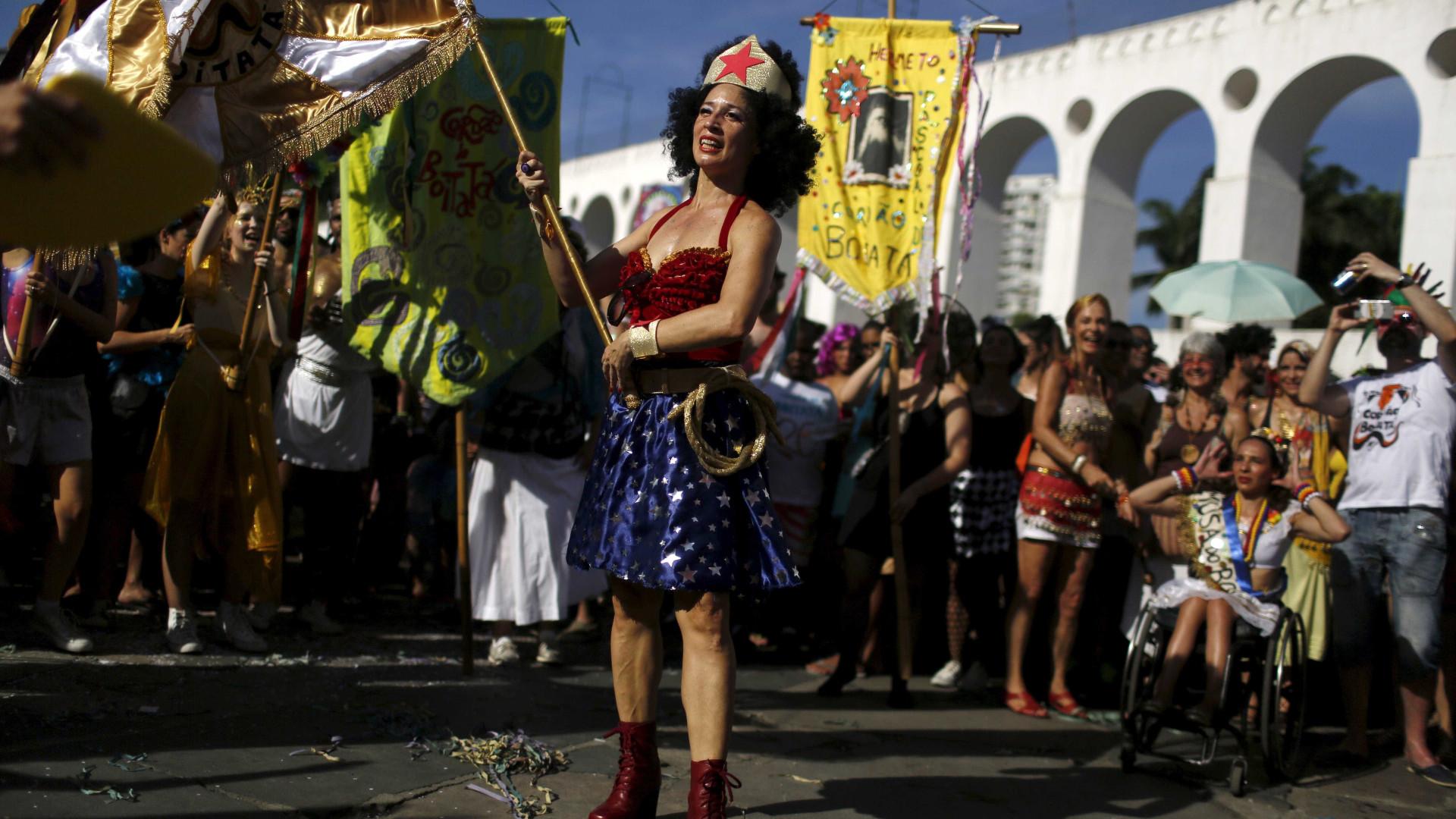 Rio de Janeiro: Monobloco e mais 14 blocos desfilam neste domingo