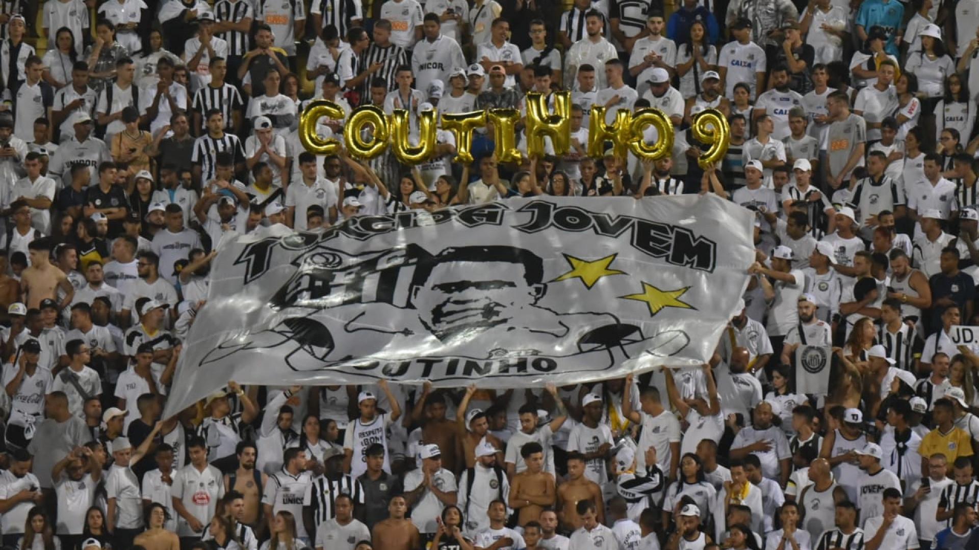 Em noite de homenagens a Coutinho, Santos perde em casa e deixa a ponta