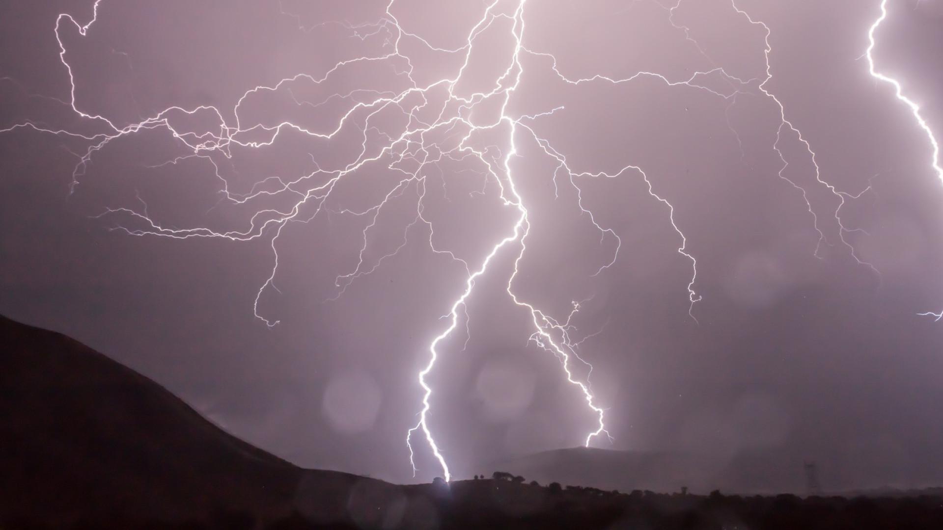 Tempestade tropical ganha força máxima longe da costa no Espírito Santo