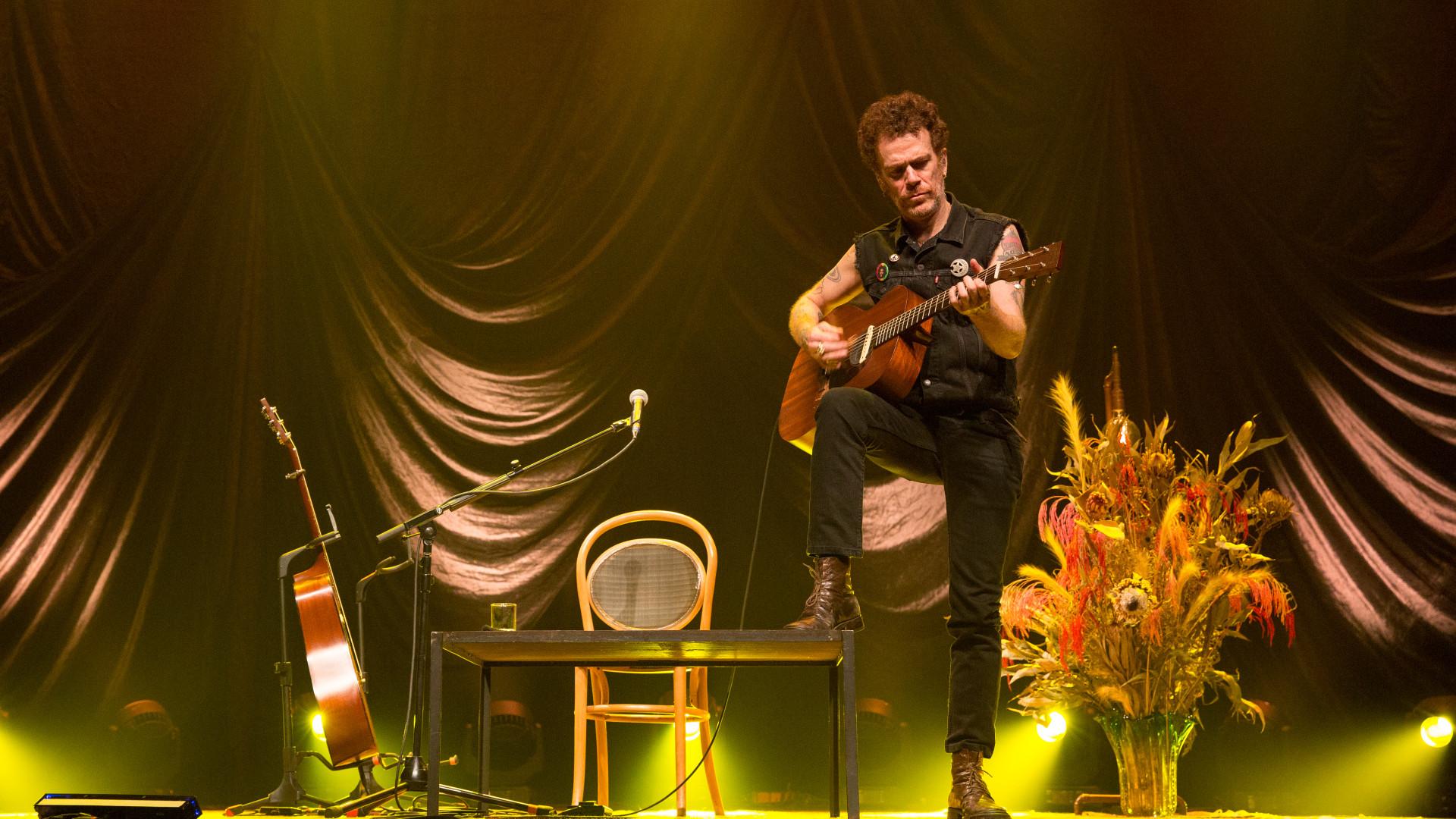 Nando Reis inicia primeira turnê solo na Europa nesta quinta-feira