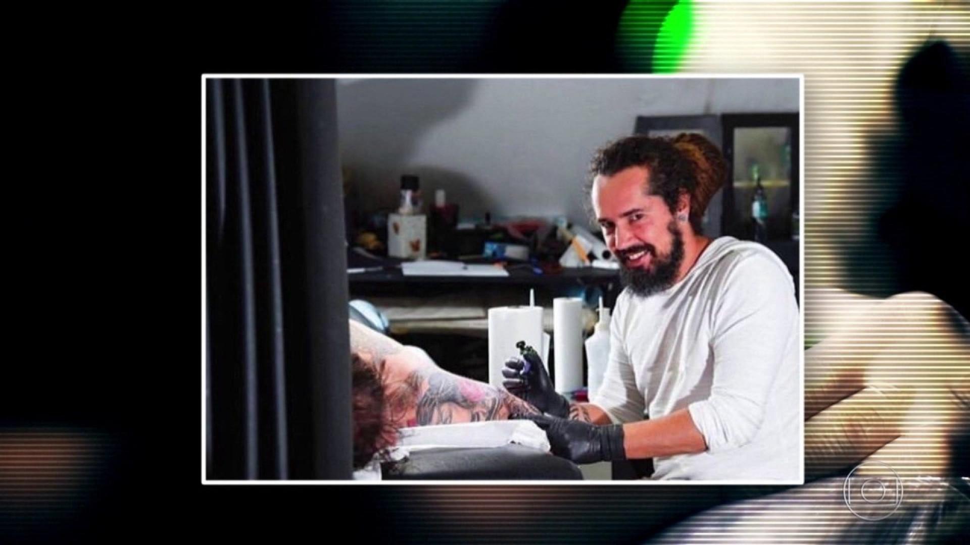 'Ele pegava na minha bunda', relata vítima de tatuador de BH