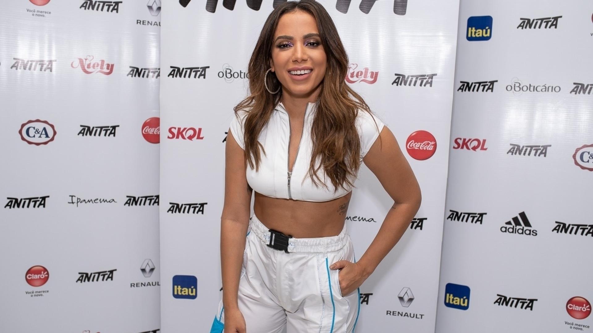 Anitta adverte fãs que divulgarem álbum antes da meia-noite: 'banidos'